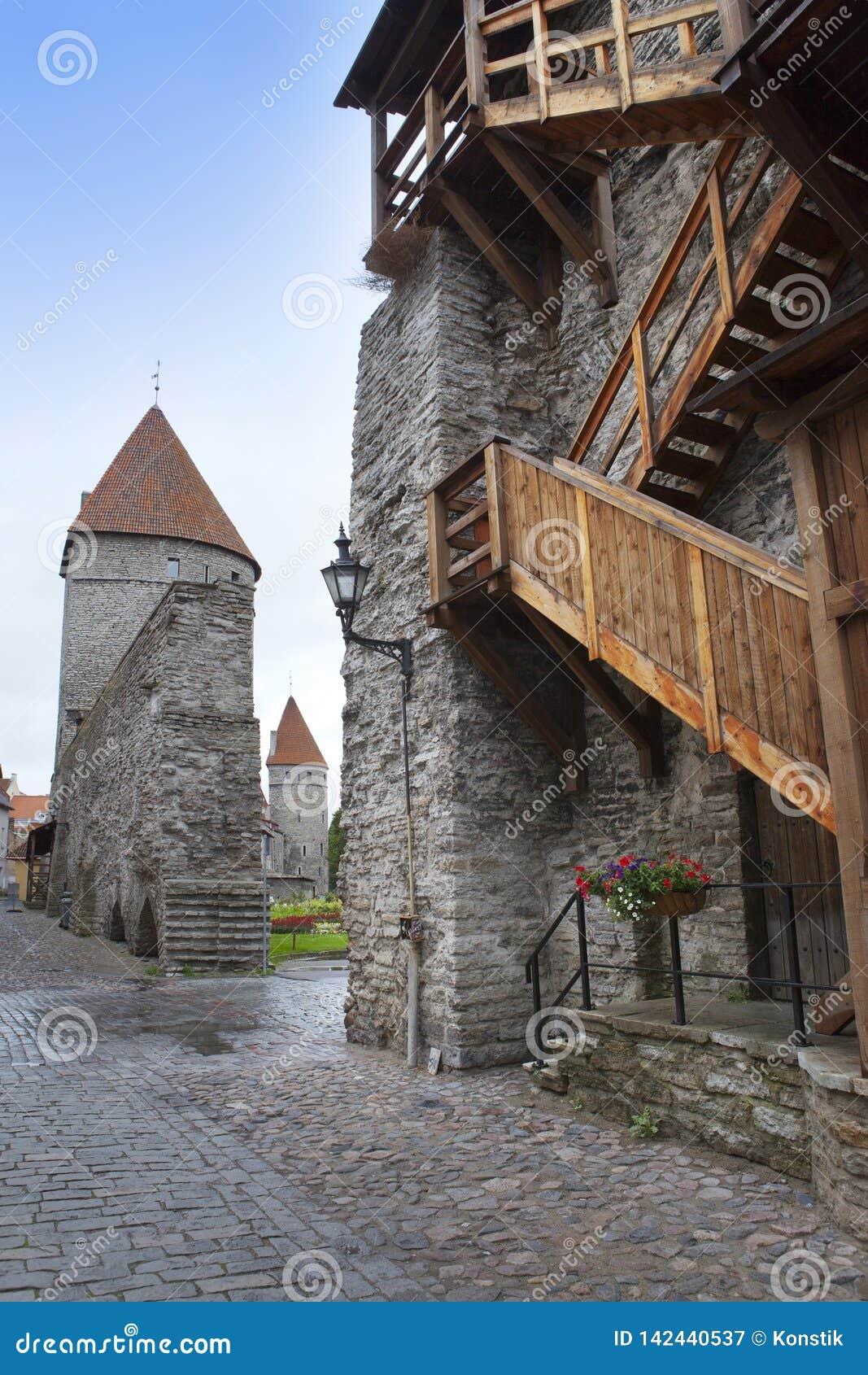 Middeleeuwse toren, een deel van de stadsmuur, Tallinn, Estland