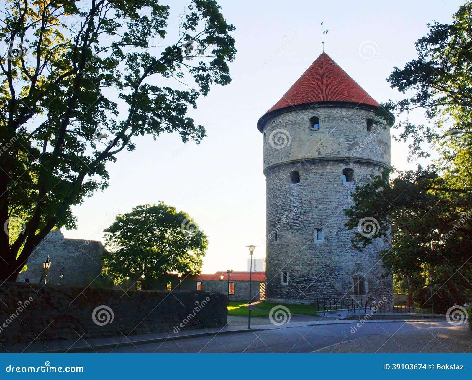 Middeleeuwse torens - een deel van de stadsmuur. Tallinn