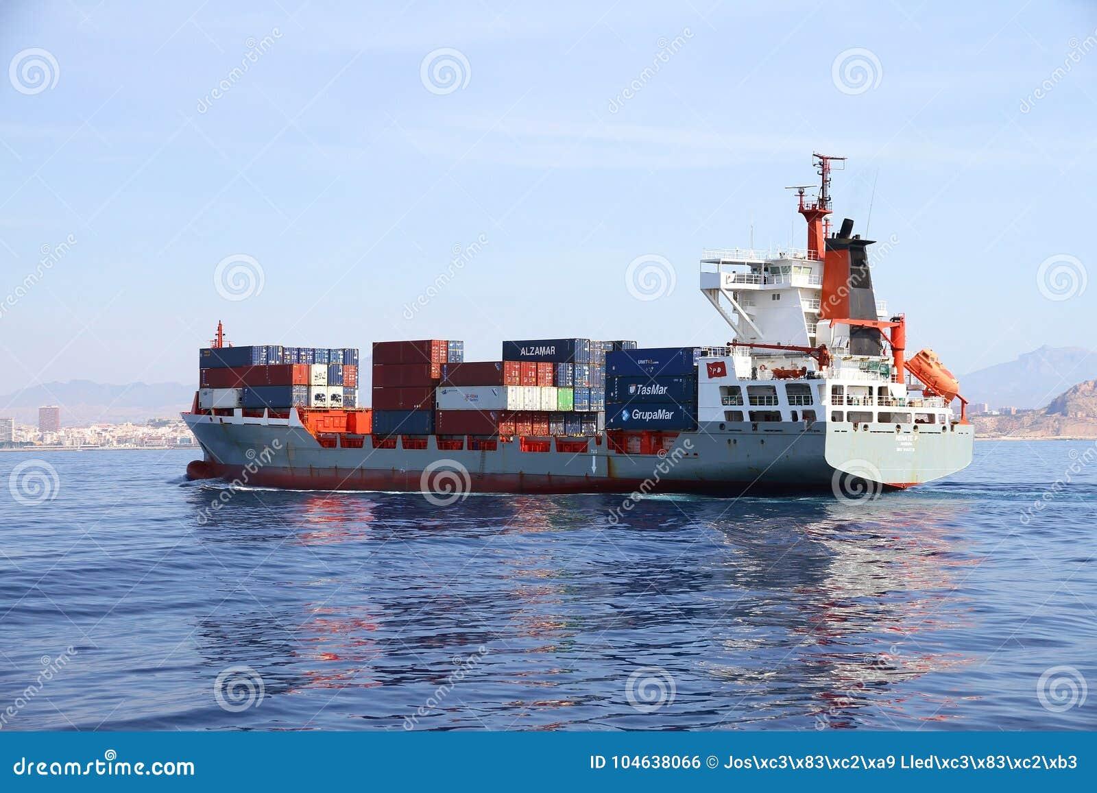 Download Middelgrote Containership Renate Die P Na De Haven Van Verlofalicante Varen Redactionele Foto - Afbeelding bestaande uit benzine, schoorsteen: 104638066
