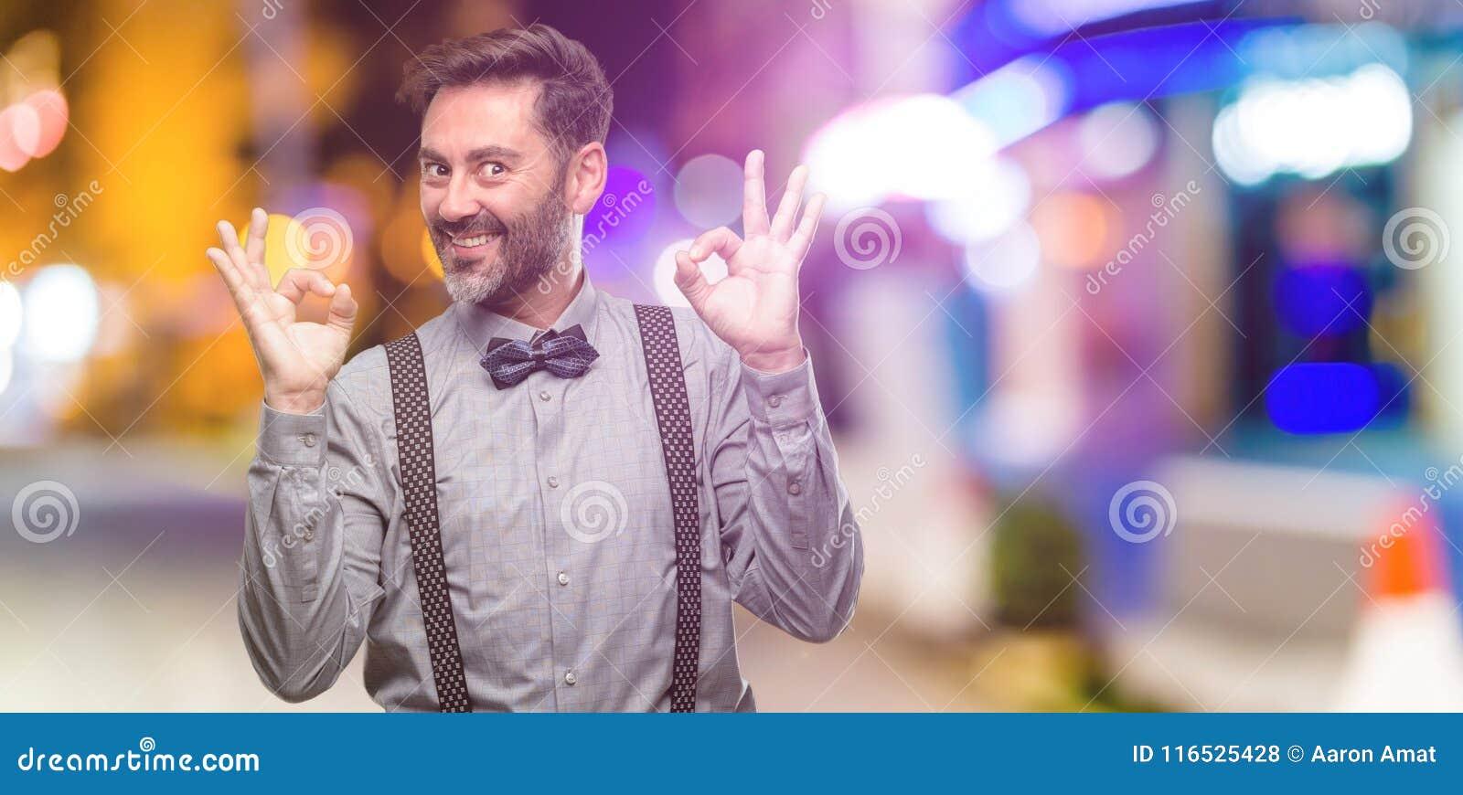 Middenleeftijdsmens die een kostuum dragen