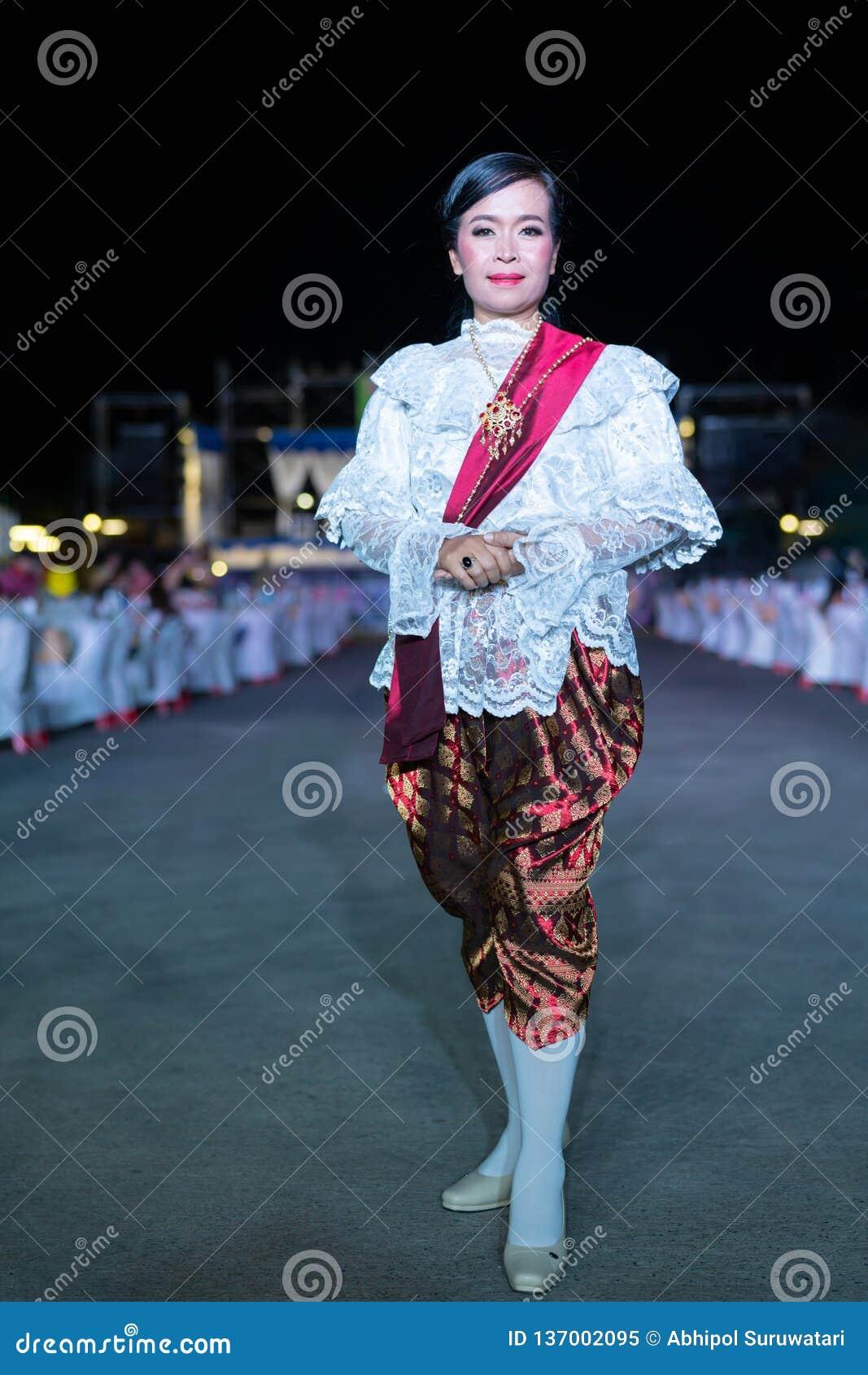 Model,stylish,style,vertical,fashionable,thai Middle Age Lady,full