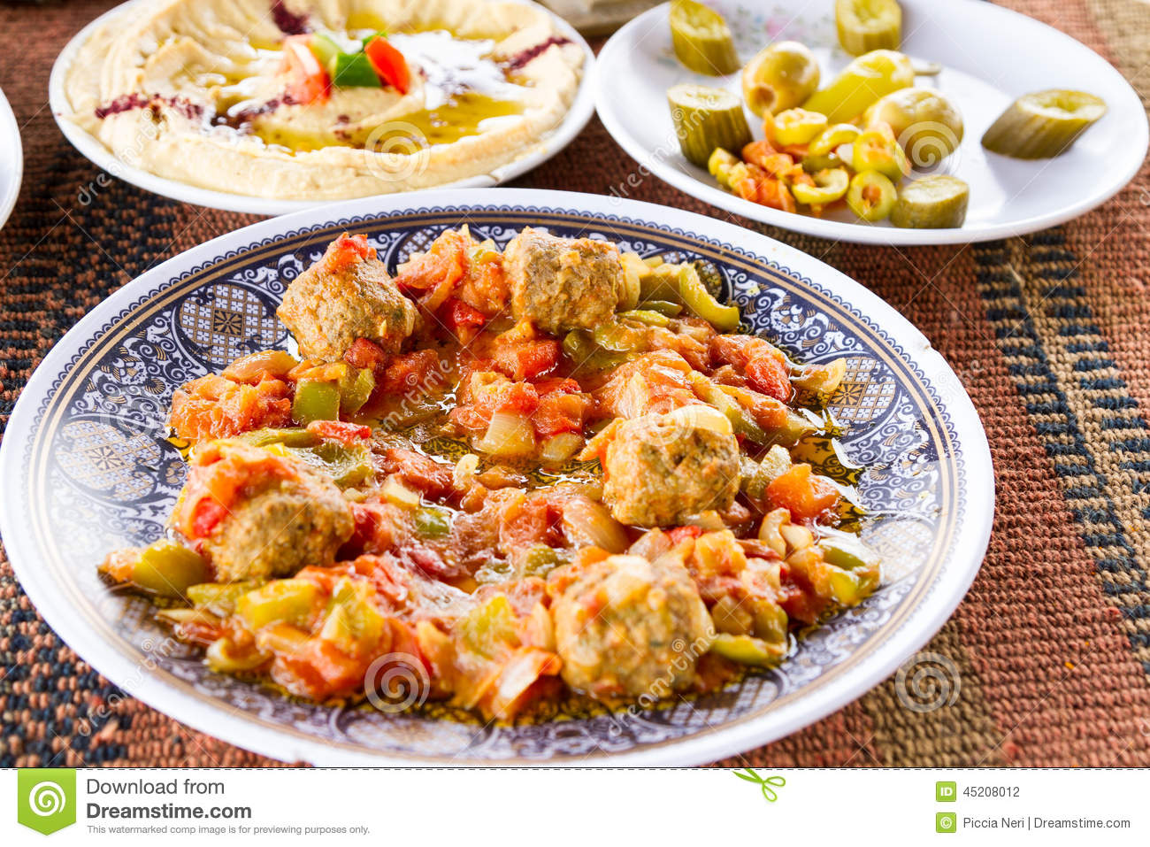 how to eat middle eastern food