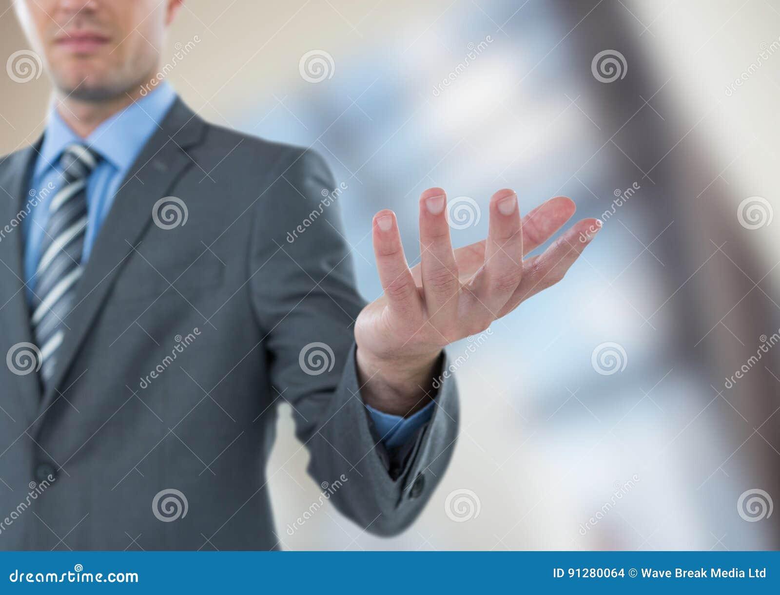 Midsection av att göra en gest för affärsman