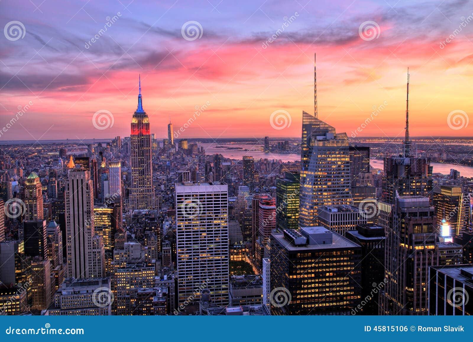 Midtown de New York City avec l Empire State Building au coucher du soleil étonnant