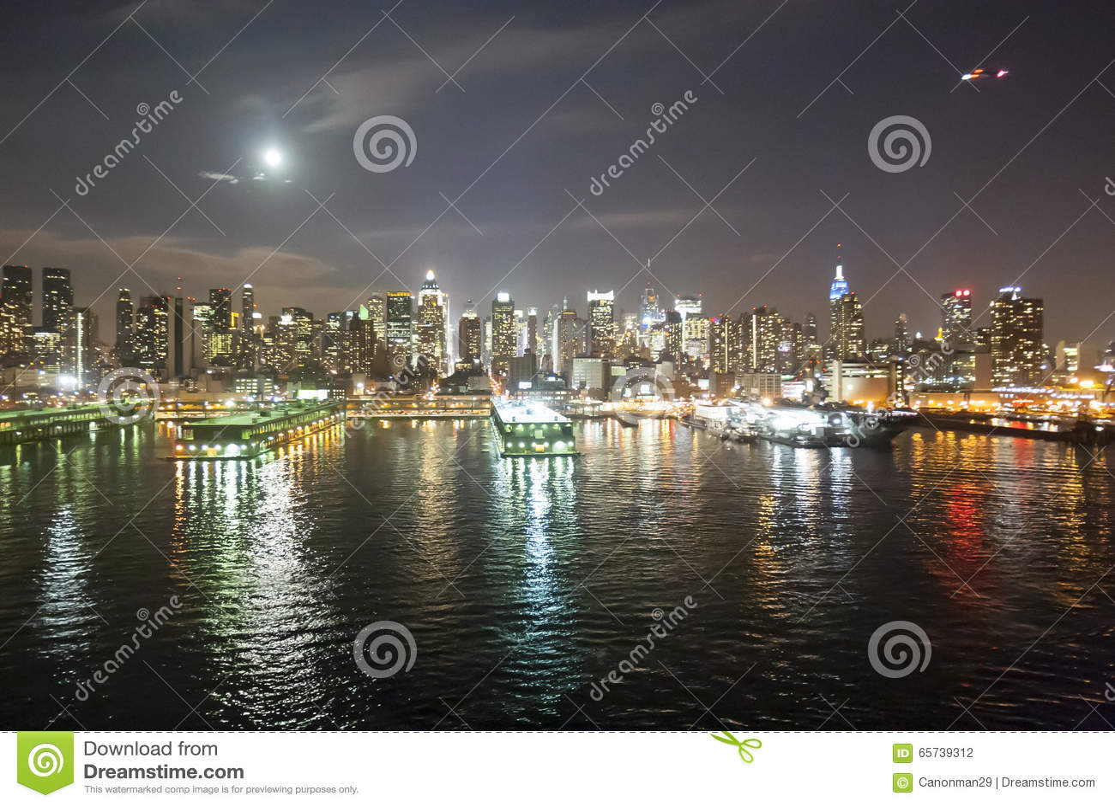 Midtown Manhattan Coast At Night Editorial Photography ...