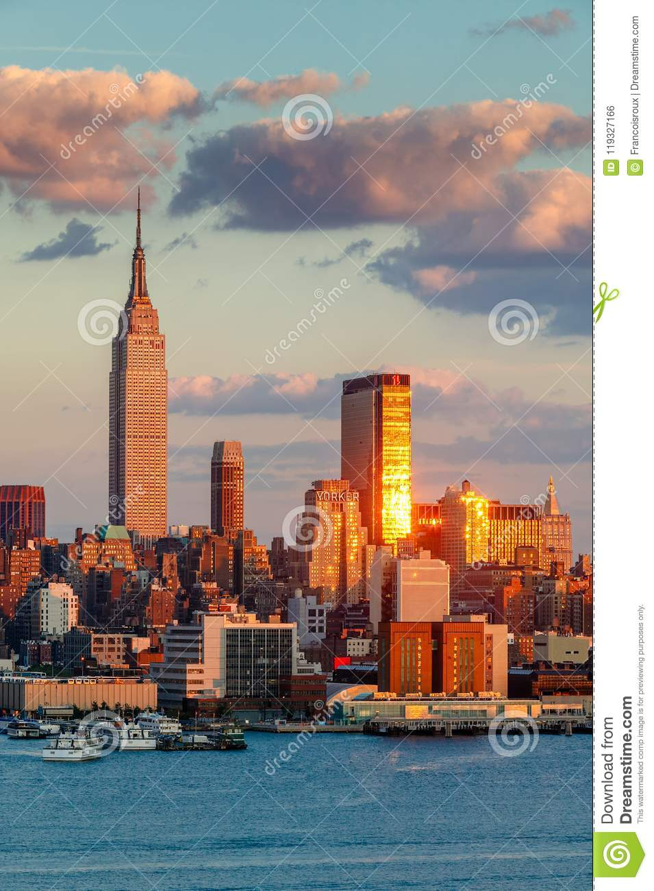 Midtown West Manhattan At Sunset With The Empire State Building One Penn Plaza And The New Yorker Hotel New York City Editorial Photo Image Of Hotel Empire 119327166