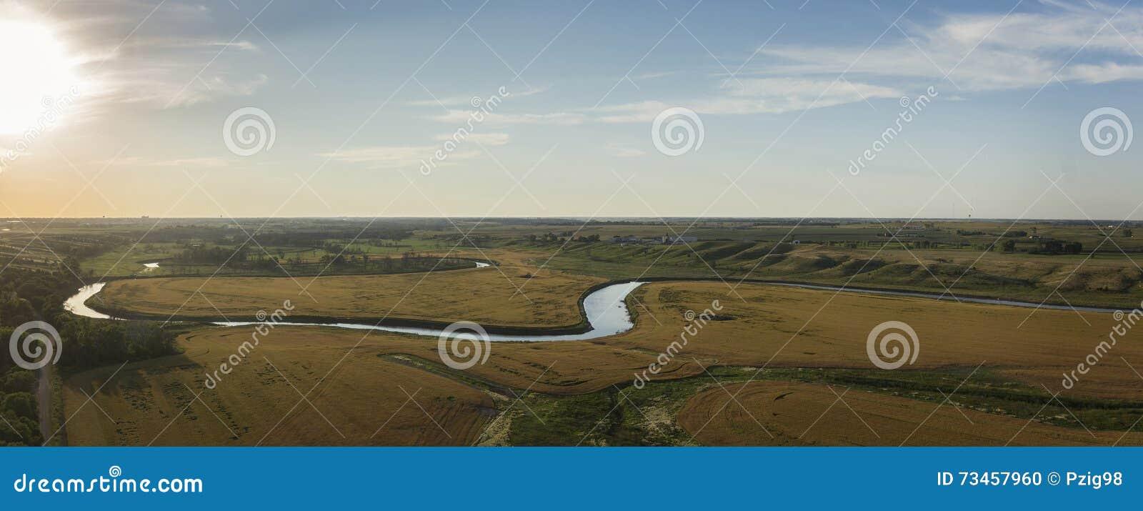 Midwest πανόραμα ηλιοβασιλέματος κοιλάδων ποταμών