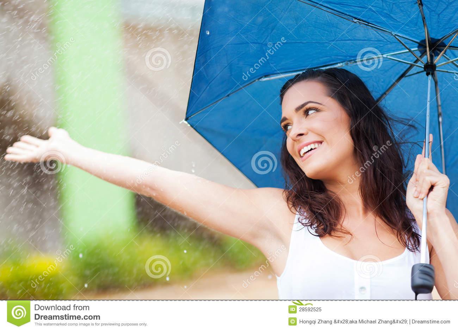 Mieć zabawę w deszczu