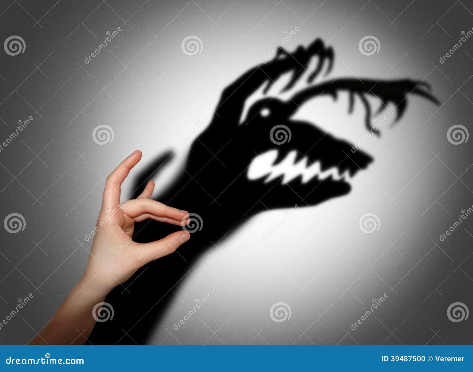 Miedo, susto, sombra en la pared