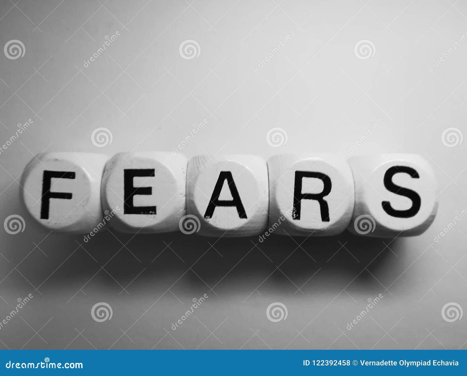 Miedos de la palabra deletreados en dados