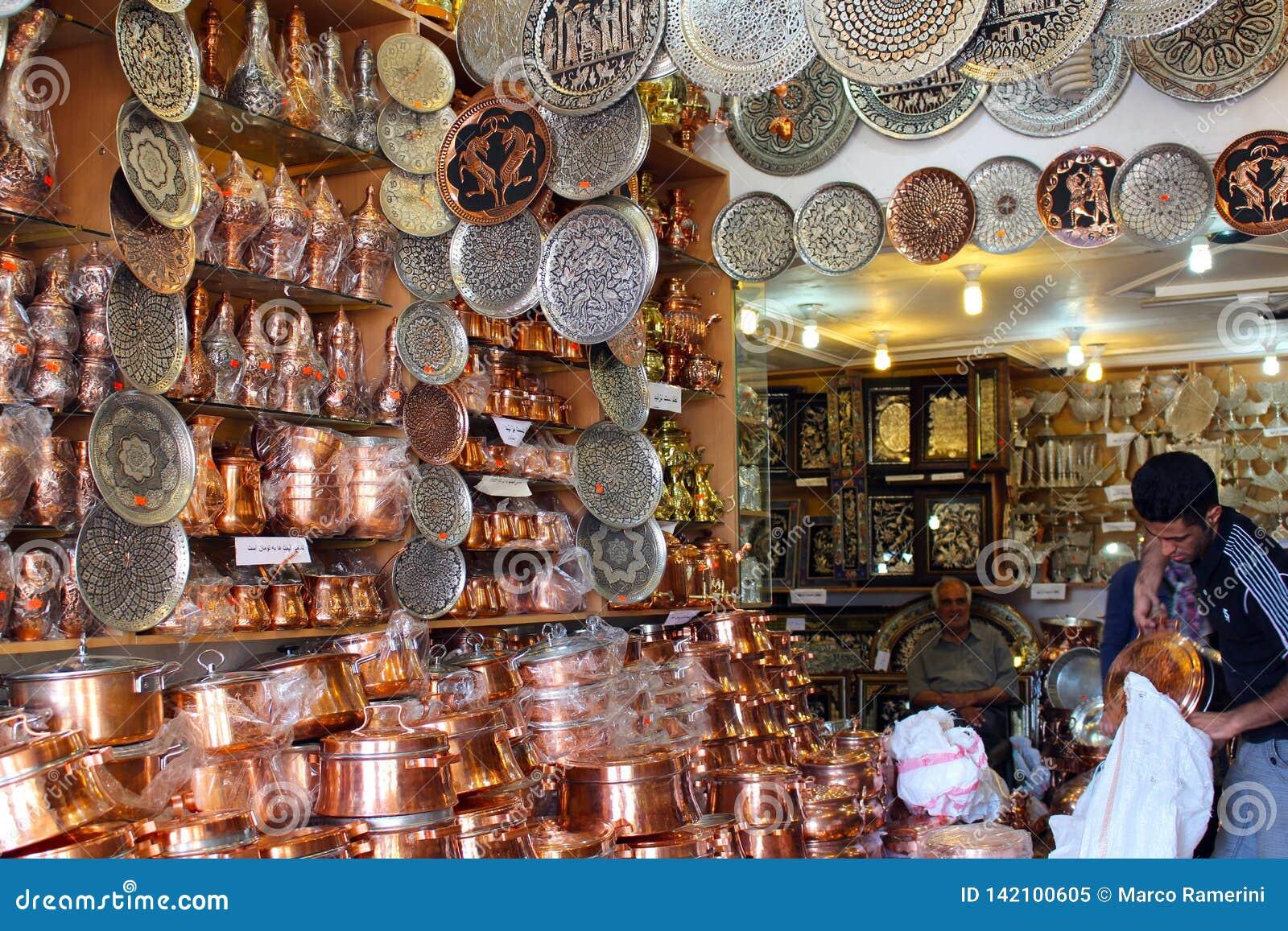 Miedziany cookware sklep wśrodku Kerman bazaru