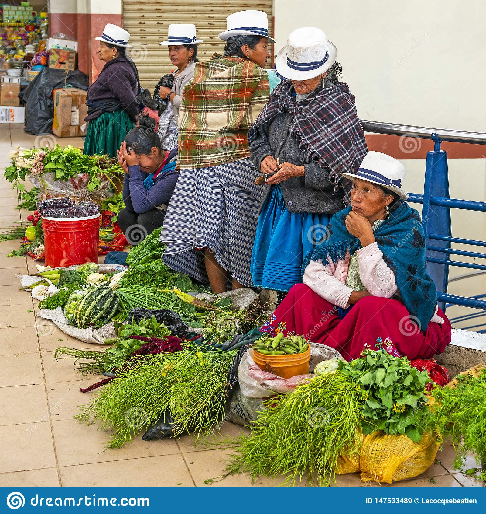 Miejscowe kobiety Sprzedaje warzywa w Cuenca, Ekwador