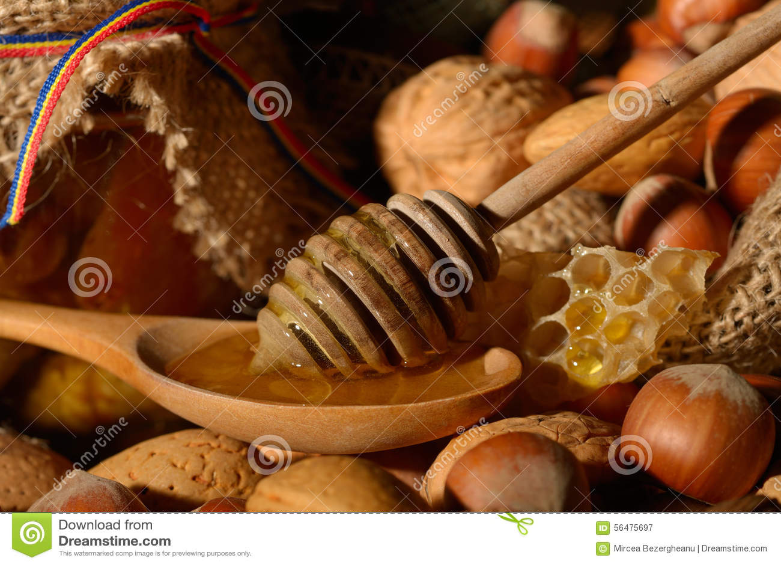 Miel d or et fruits écossés