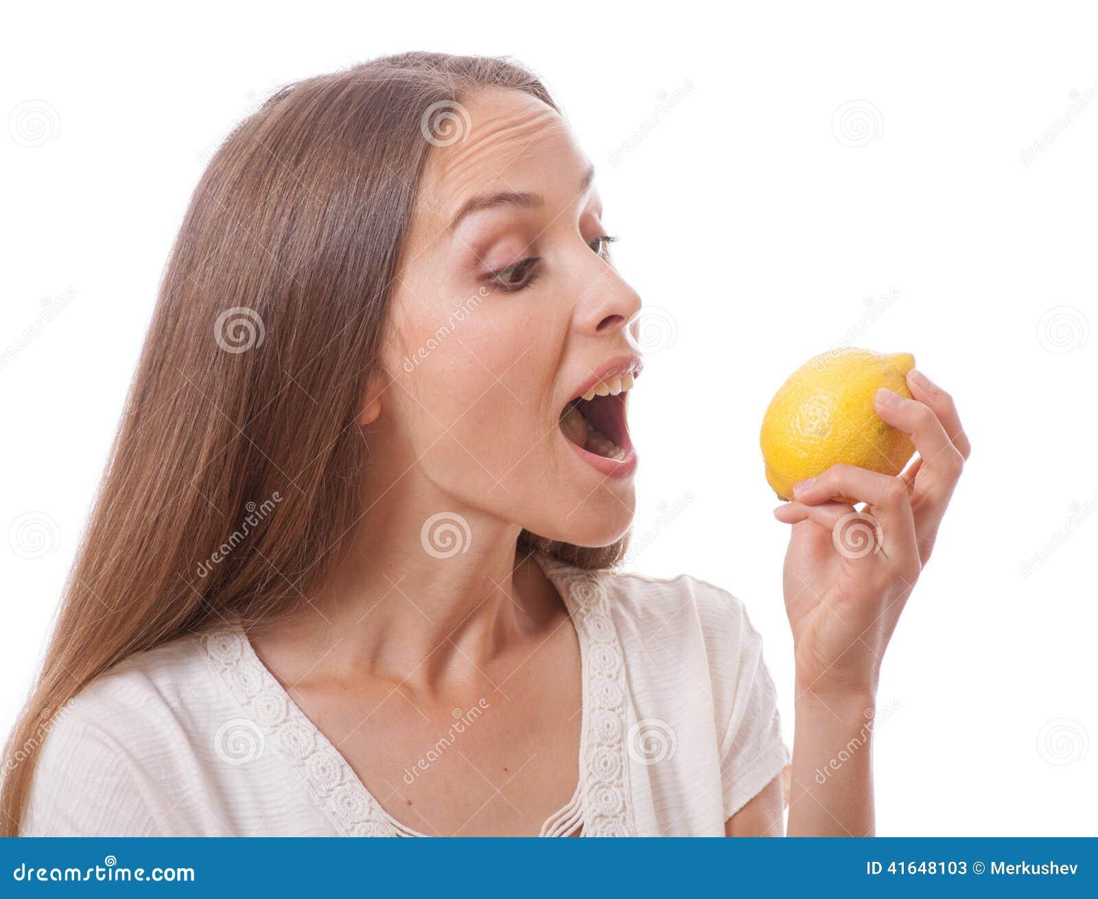 Mienie cytryny kobiety potomstwa