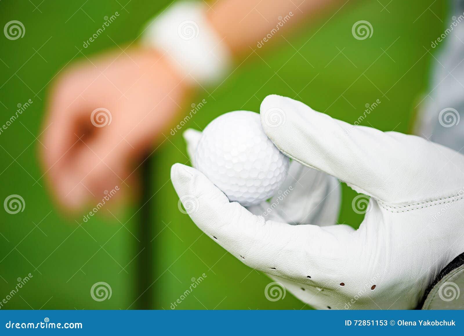 Mienie piłka golfowa na ręce