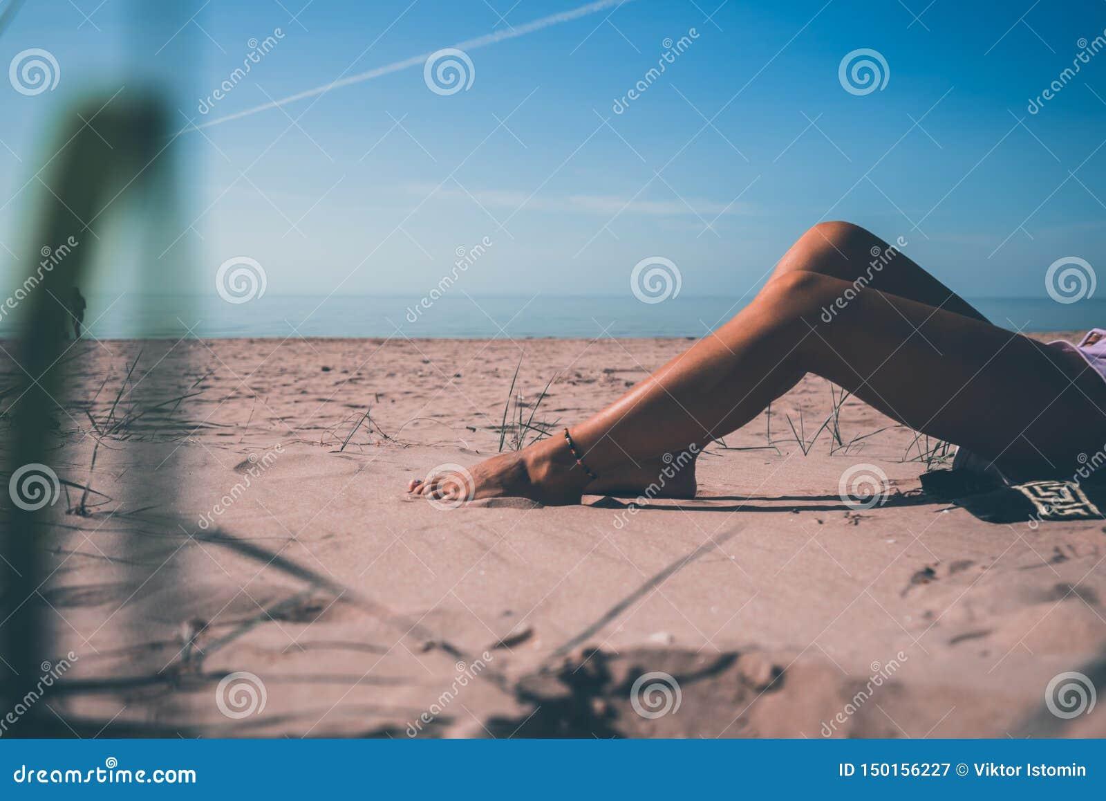 Miento en el sol y la mirada en el sol
