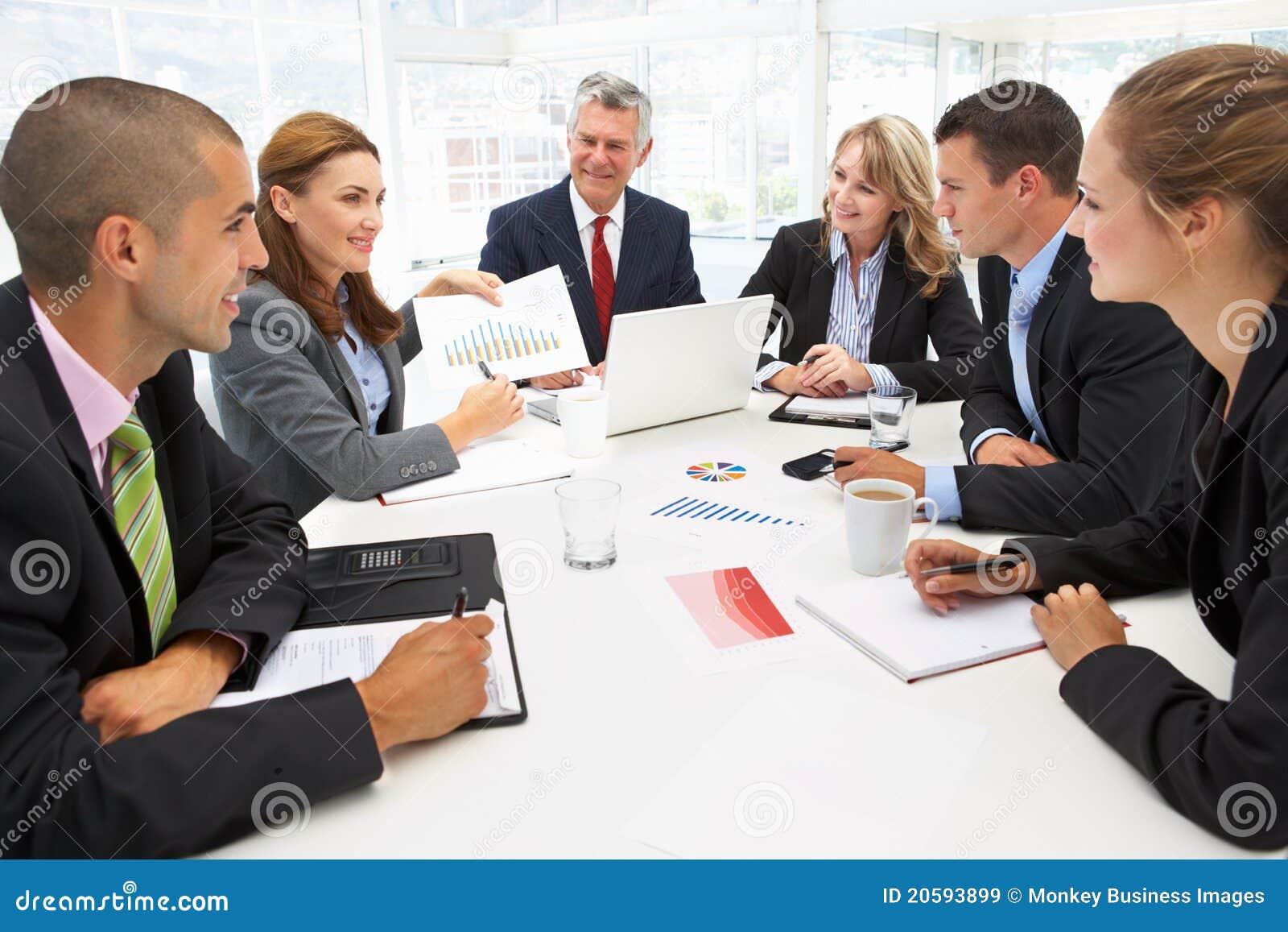 Mieszający grupy biznesowej spotkanie