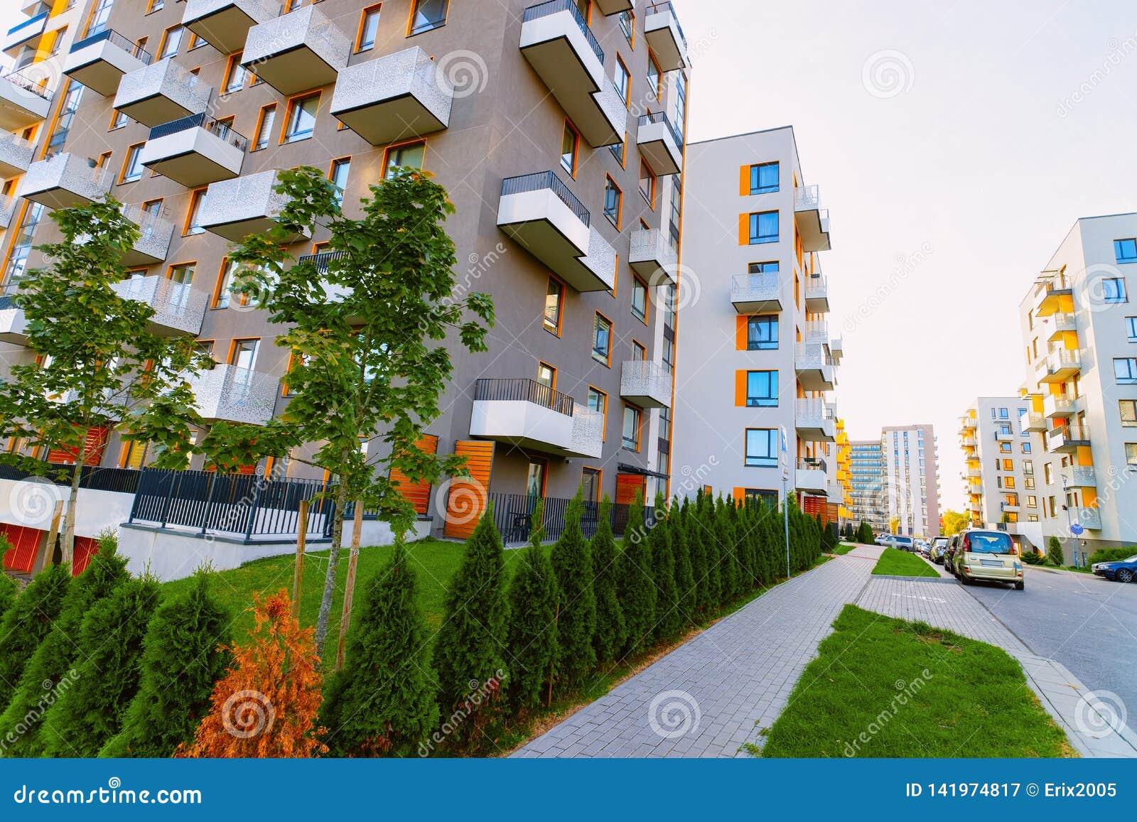 Mieszkanie domu budynku mieszkalnego kompleksu nieruchomości pojęcia ulica