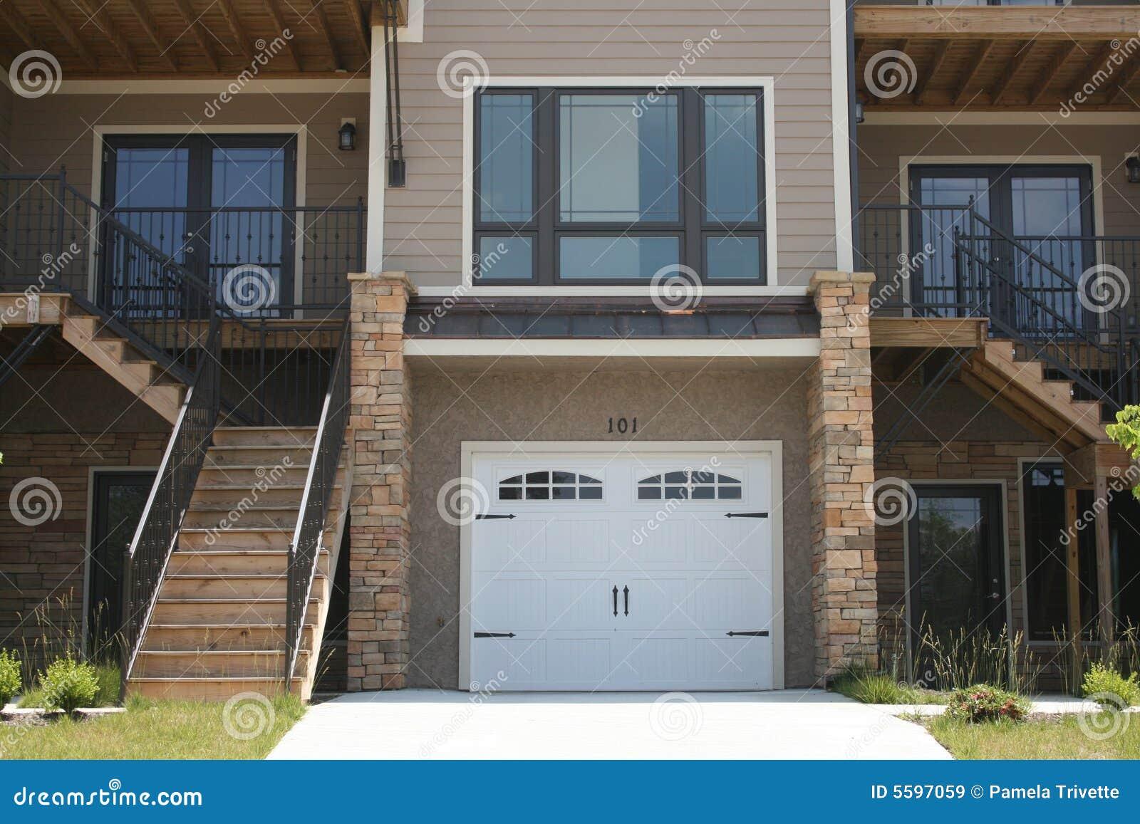 Mieszkanie garażu rząd