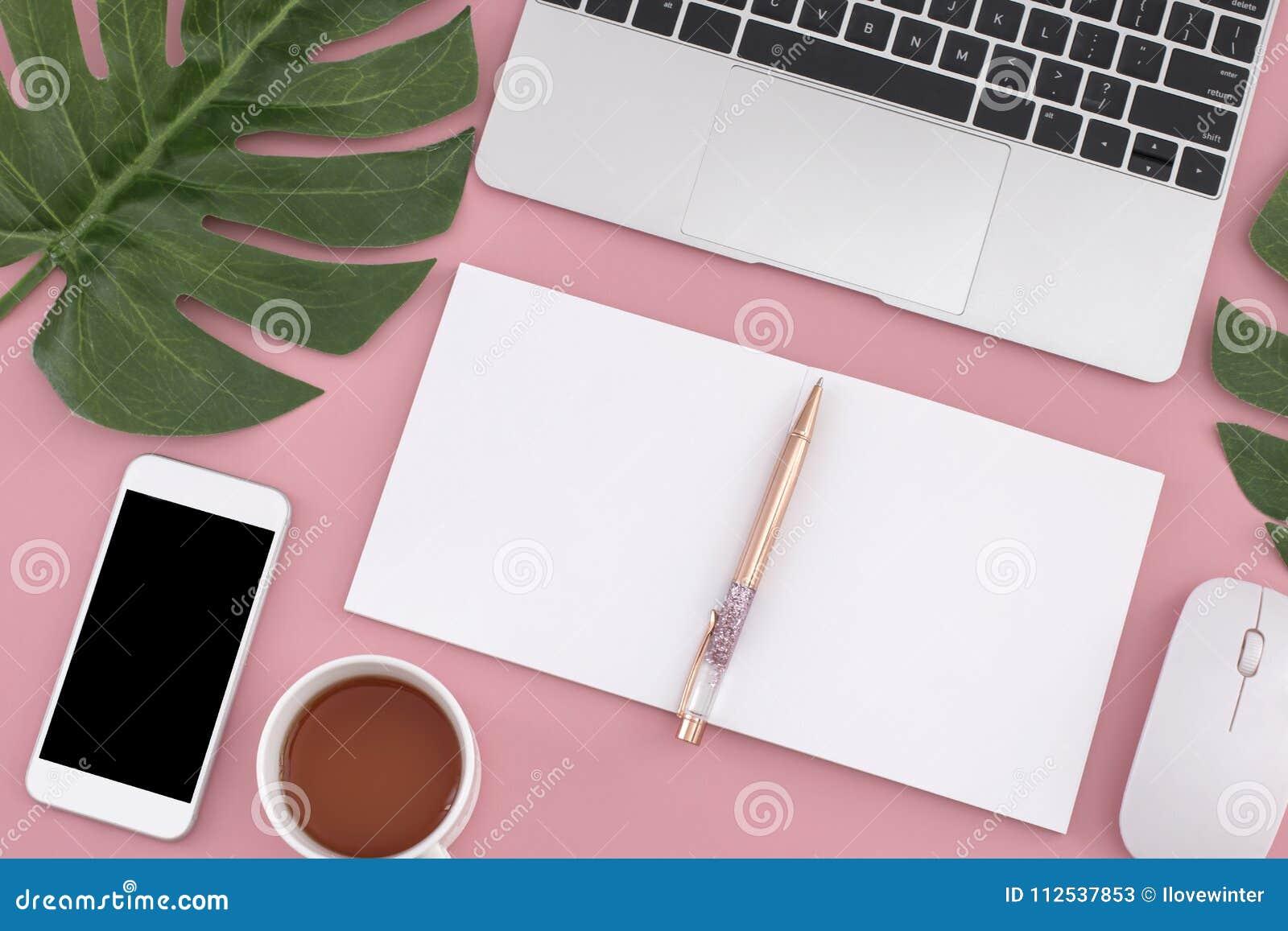 Mieszkanie nieatutowy laptop, notatnik, mądrze telefon, pióro, mysz