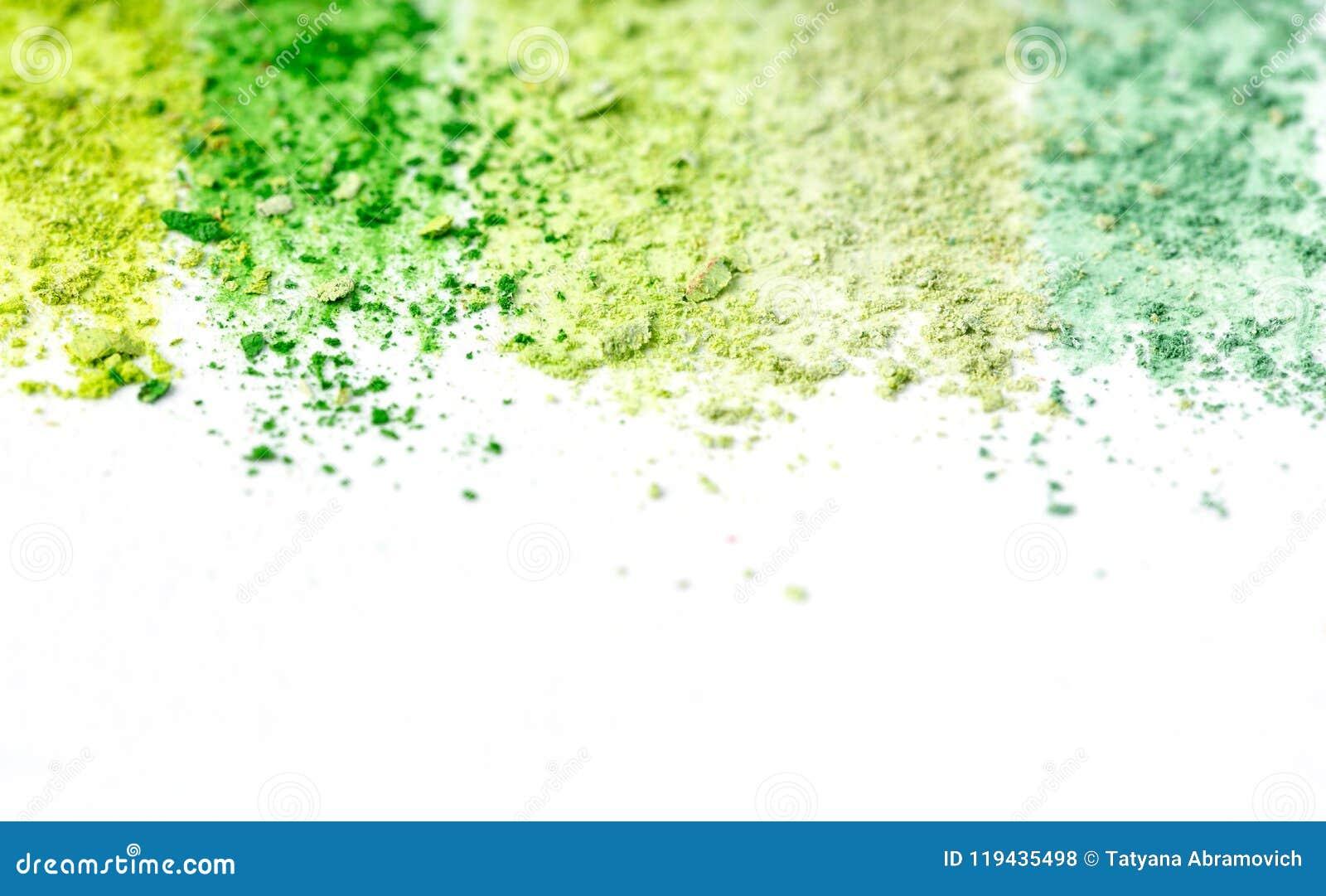 Miettes de craie multicolore, pastels sur le livre blanc pour l aquarelle Cramoisi jaune, vert, gris, vert clair Vue de ci-avant