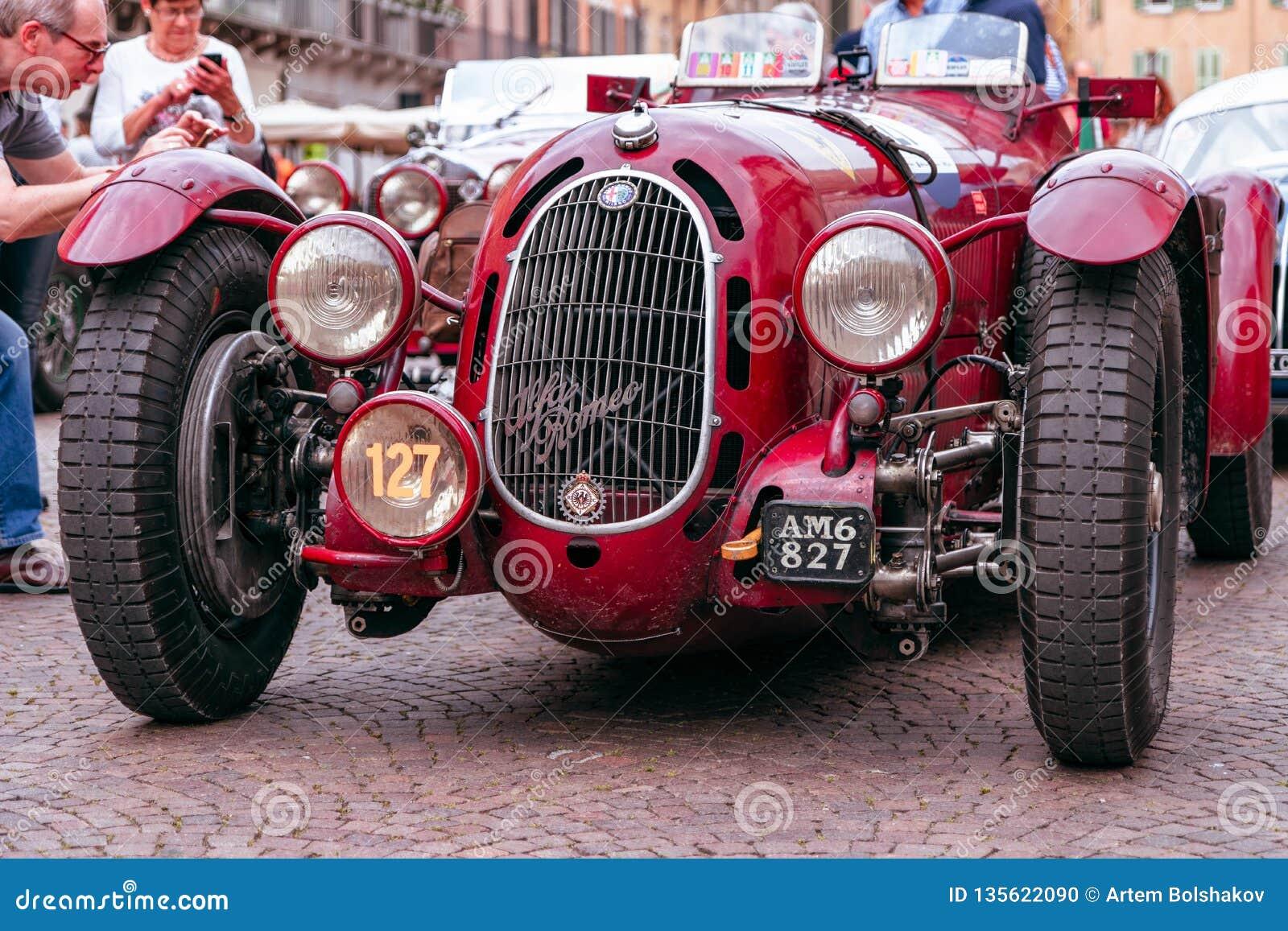 Miglia 1000 2017, Брешия - Италия 17-ое мая 2017: Исторические автогонки Mille Miglia Альфа Romeo 8c 2900 Botticella, год 1936