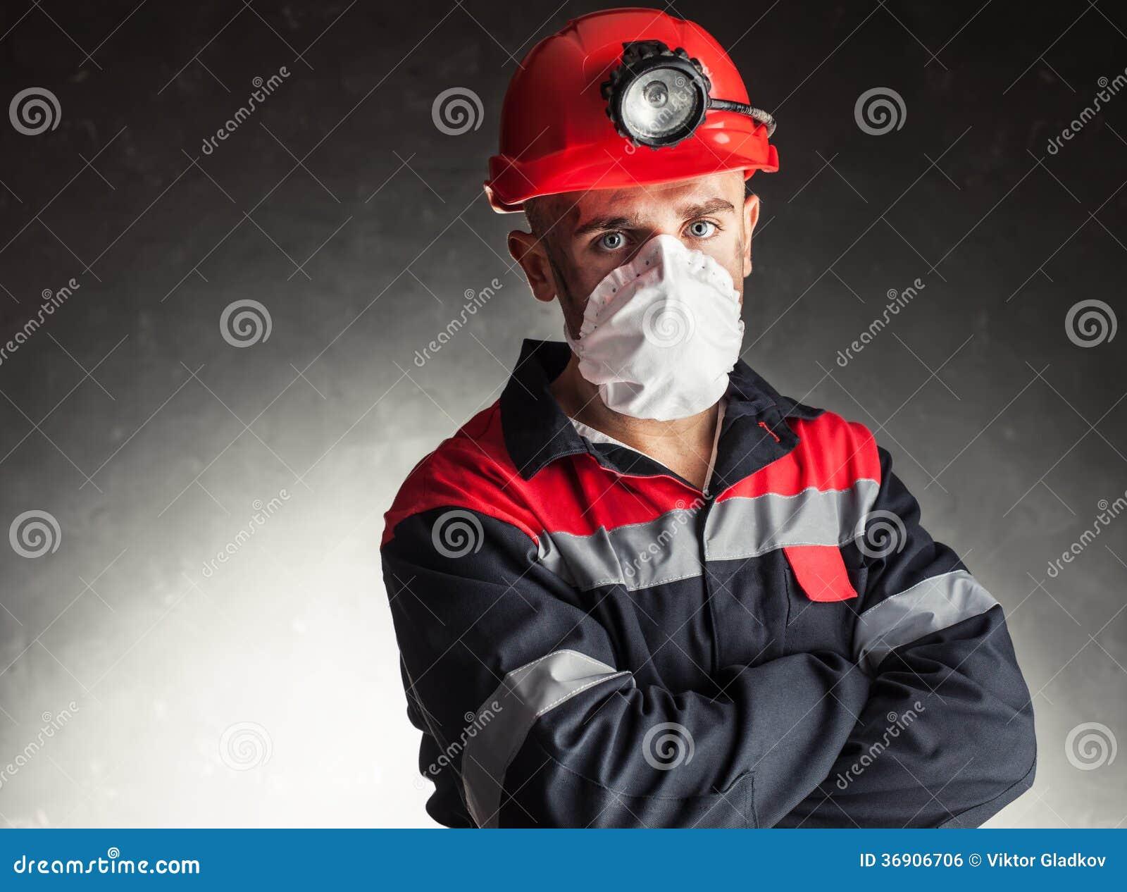Mijnwerker met ademhalingsapparaat