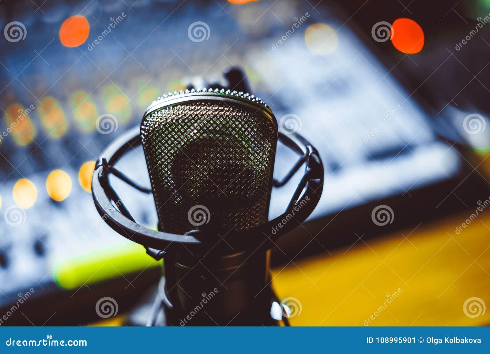 Mikrofon i mieszać konsola