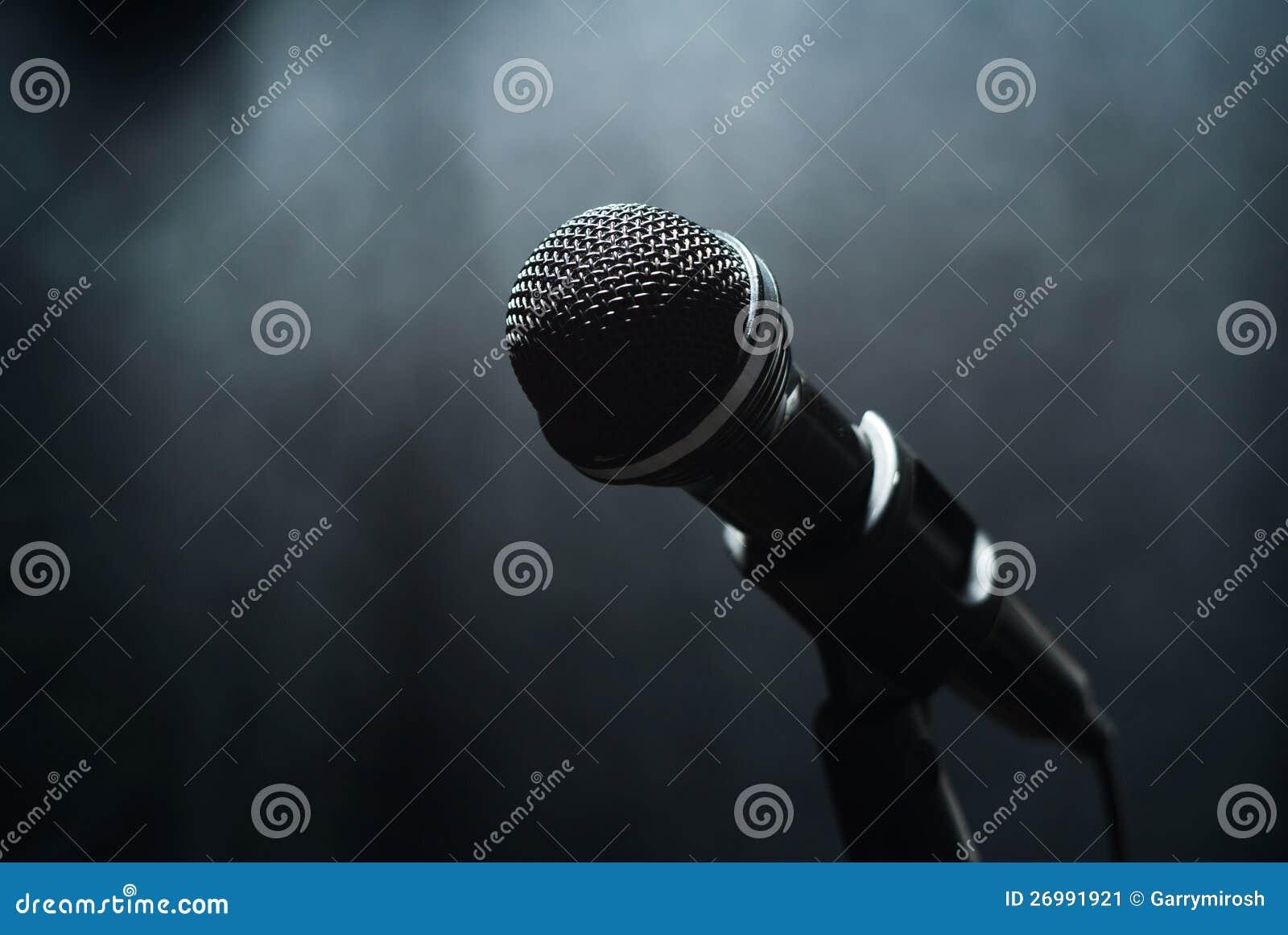 Mikrofon w mgle