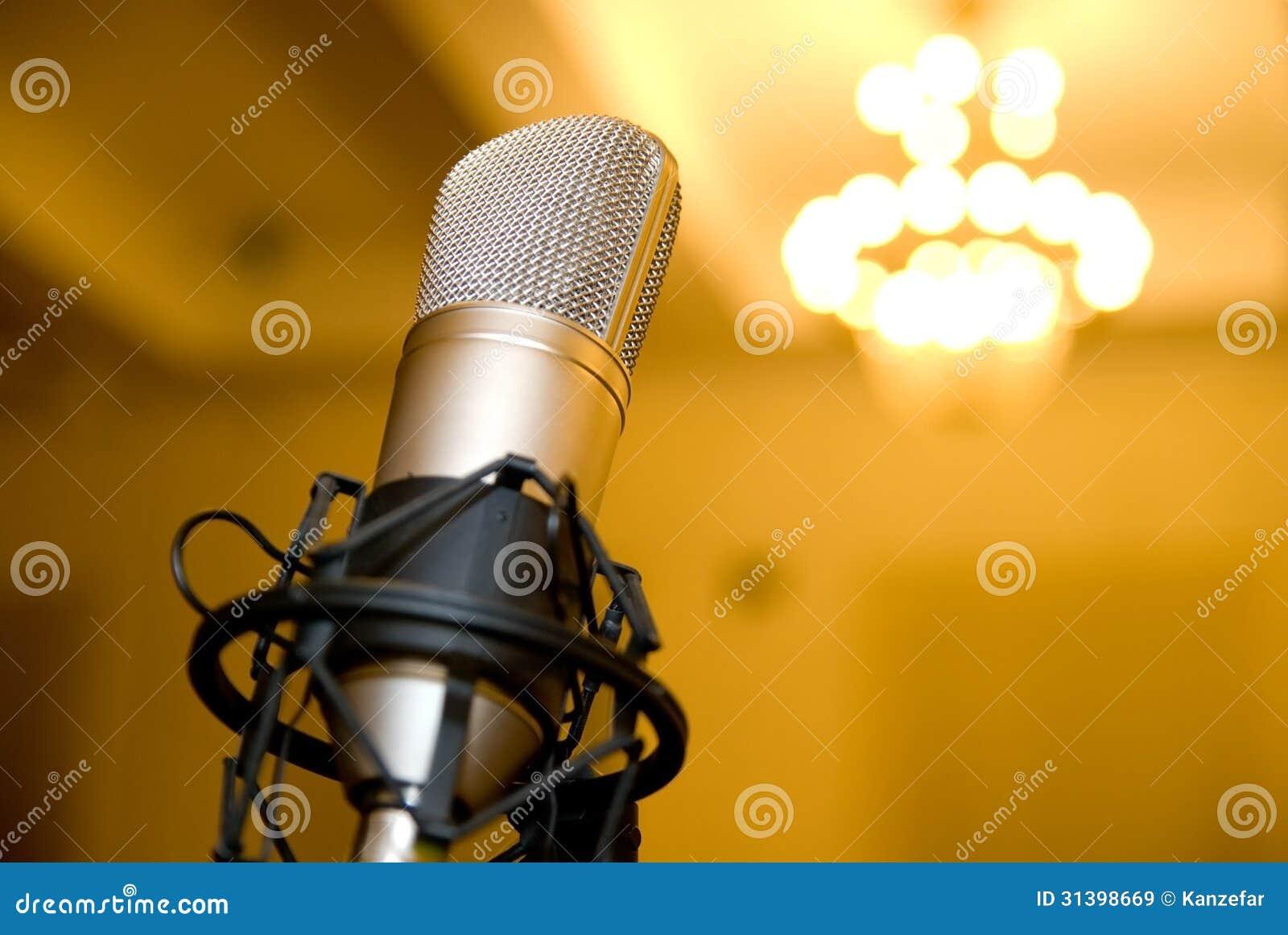 Mikrofon w sala konferencyjnej.