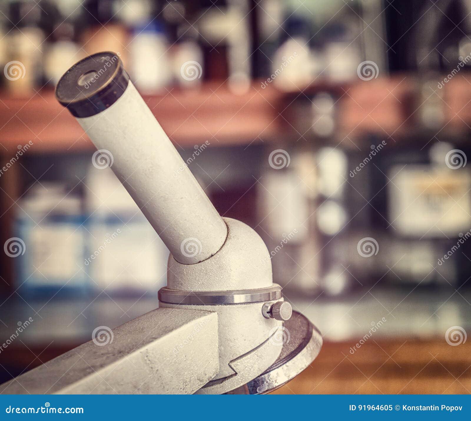 Mikroskop stary