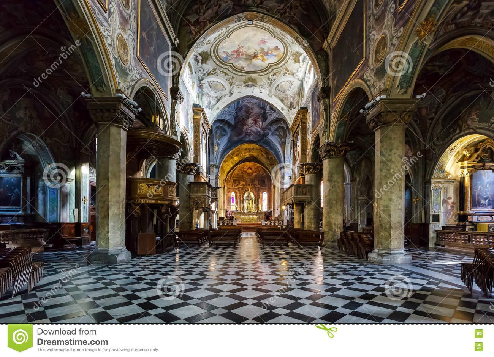 MILÁN, ITALY/EUROPE - 28 DE OCTUBRE: Vista interior de la cátedra