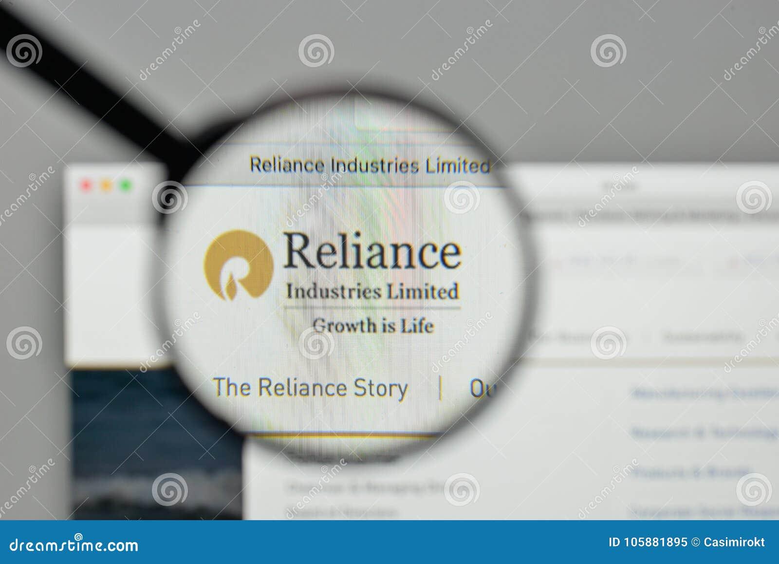 Milão, Itália - 1º de novembro de 2017: Logotipo de Reliance Industries no