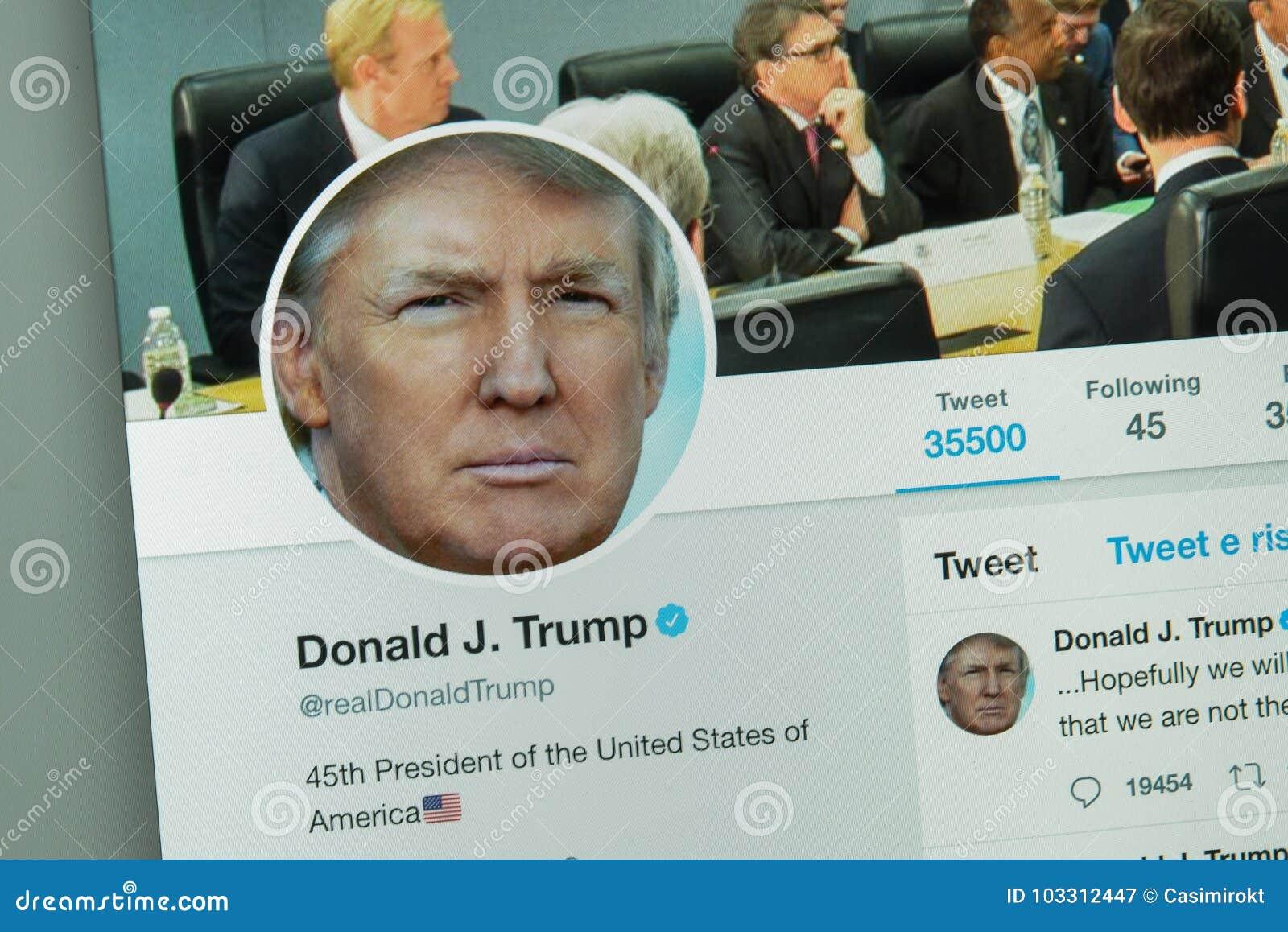 Milão, Itália - 10 de agosto de 2017: Donald Thrump & x27; Web site do gorjeio de s