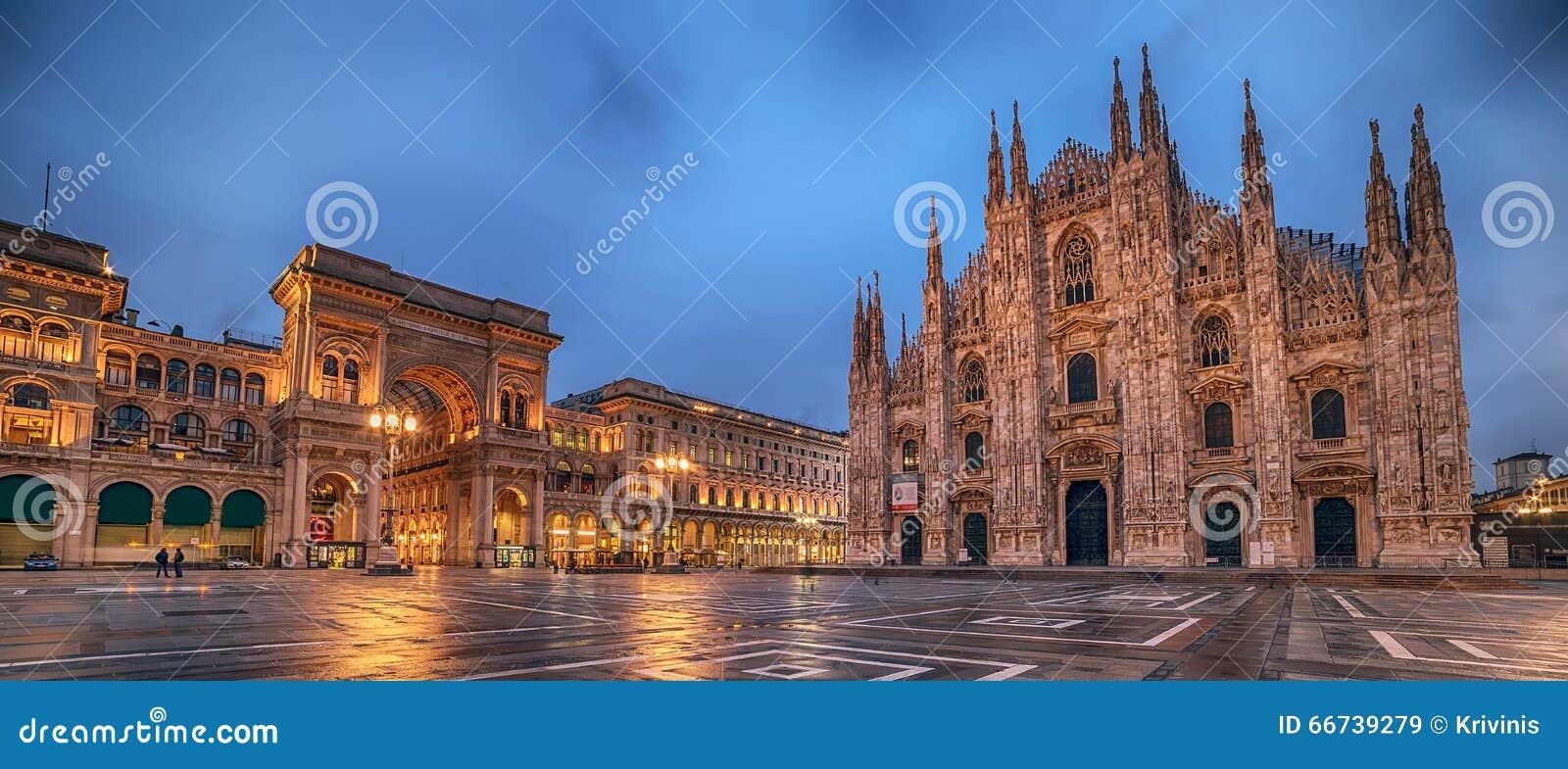 Milão, Itália: Praça del Domo, quadrado da catedral