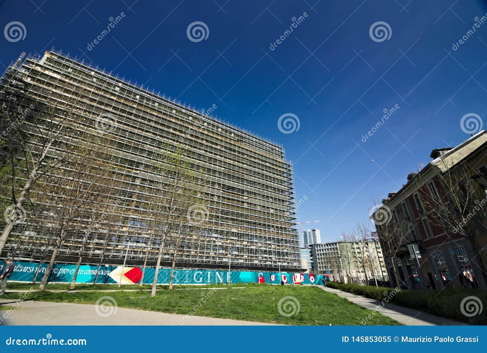 Milaan Itali? 21 maart 2019 Bouwwerf voor de bouw van een modern gebouw