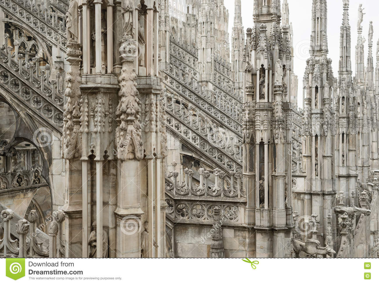 appreciating a gothic cathedral milan cathedral Milan cathedral (italian: duomo di milano [ˈdwɔːmo di miˈlaːno] lombard: domm de milan) is the cathedral church of milan, italy dedicated to st mary of the nativity ( santa maria nascente ), it is the seat of the archbishop of milan , currently cardinal angelo scola.