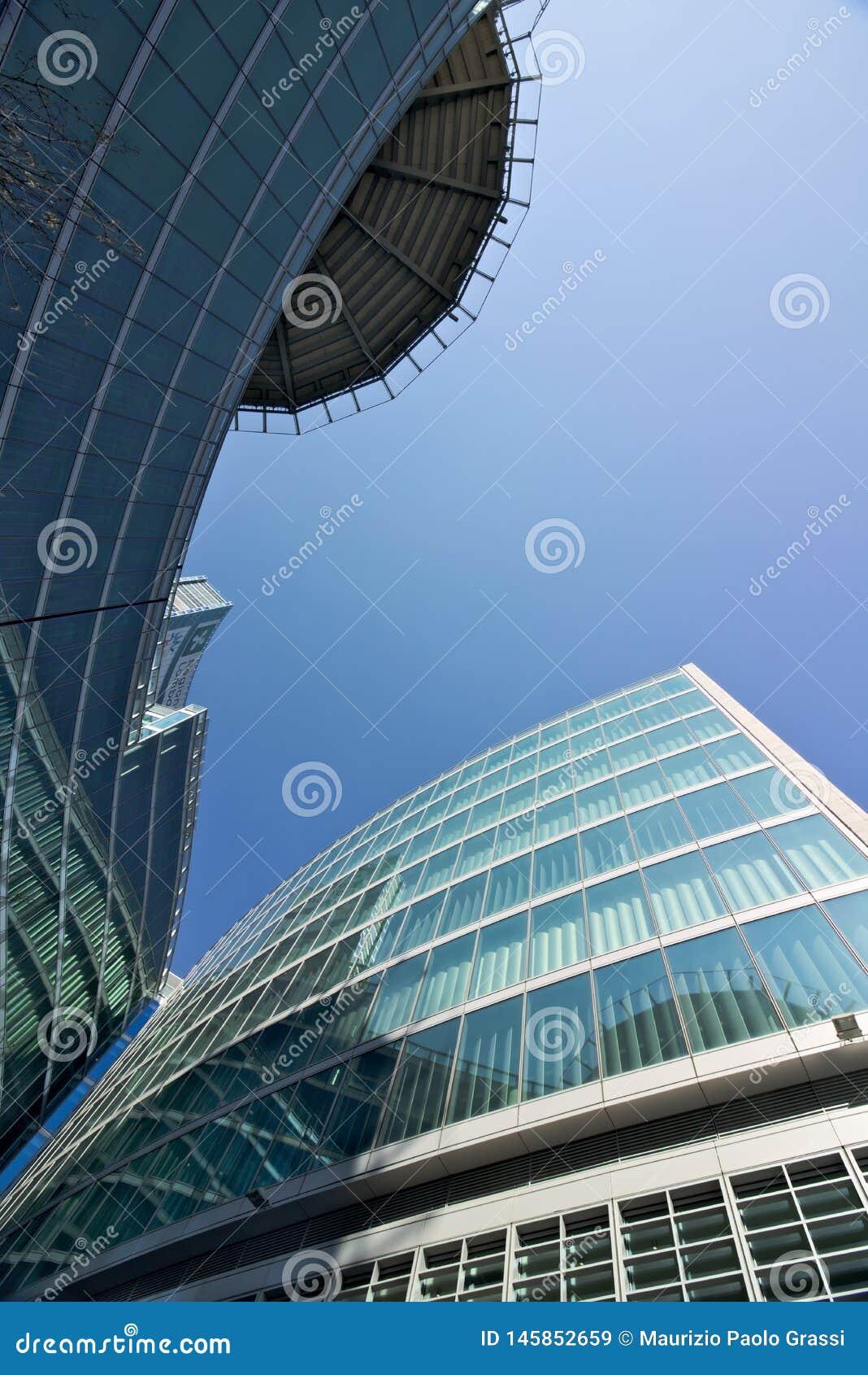 Milan W?ochy r Budujący kwatery główne Lombardy region budował z szklaną fasadą