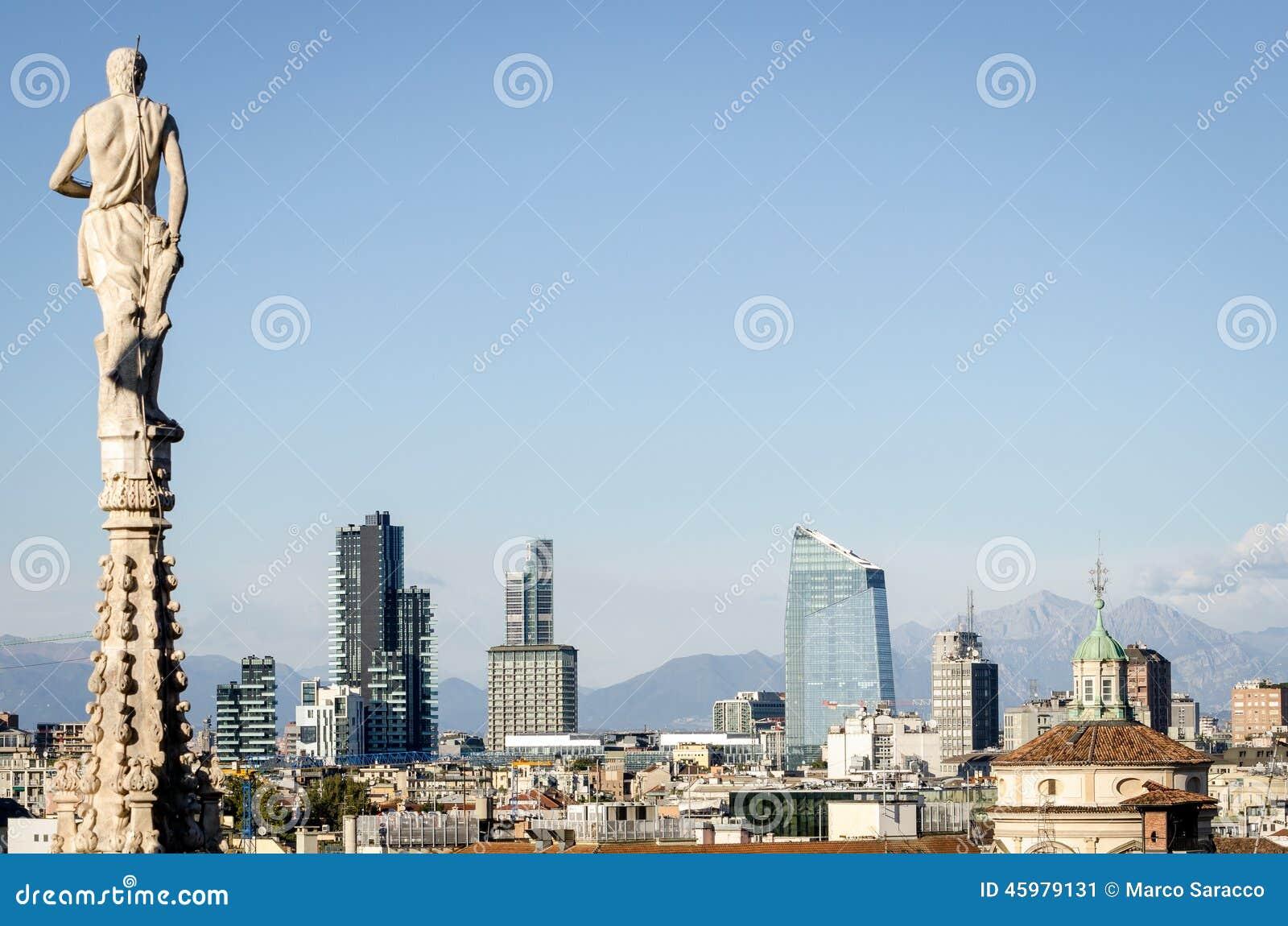 Milano horisont med nya skyskrapor