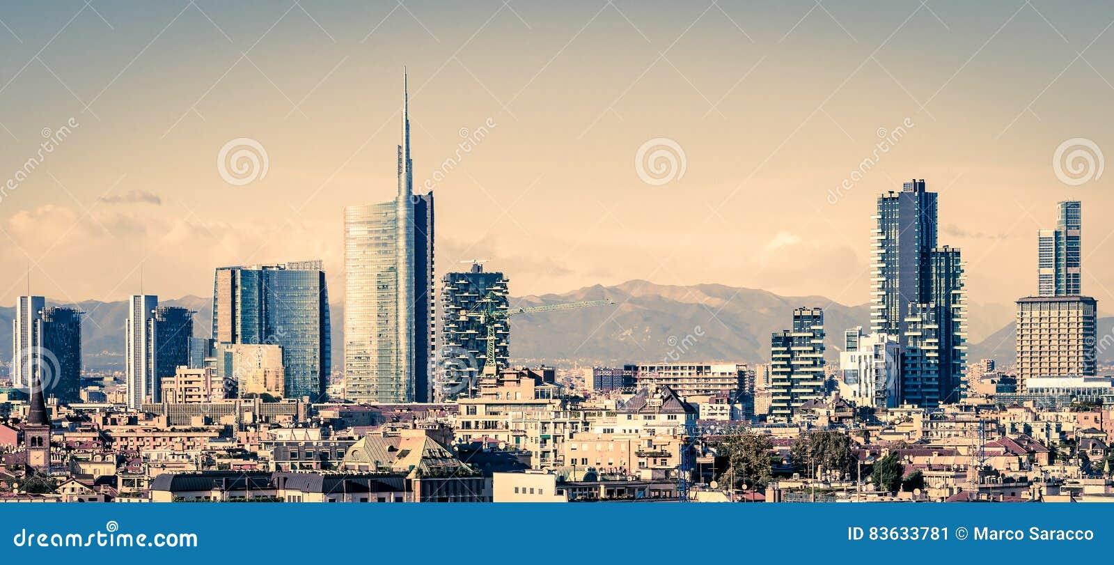 Milano Italia, horizonte