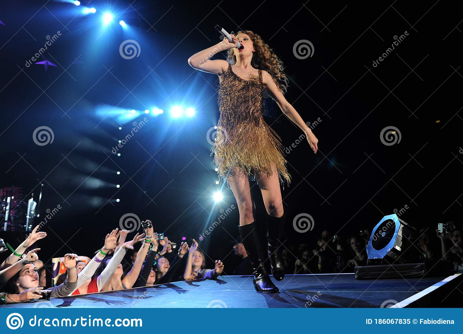 Taylor Swift During The Concert Editorial Image Image Of Entertainment Microphone 186067835