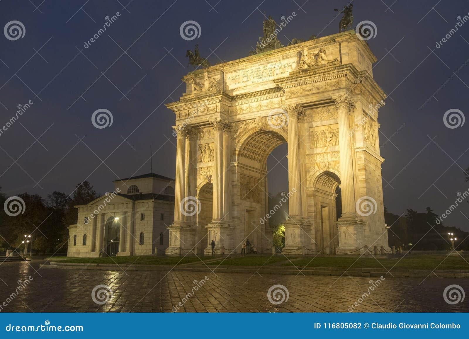 Milano: Passo di della di Arco alla sera