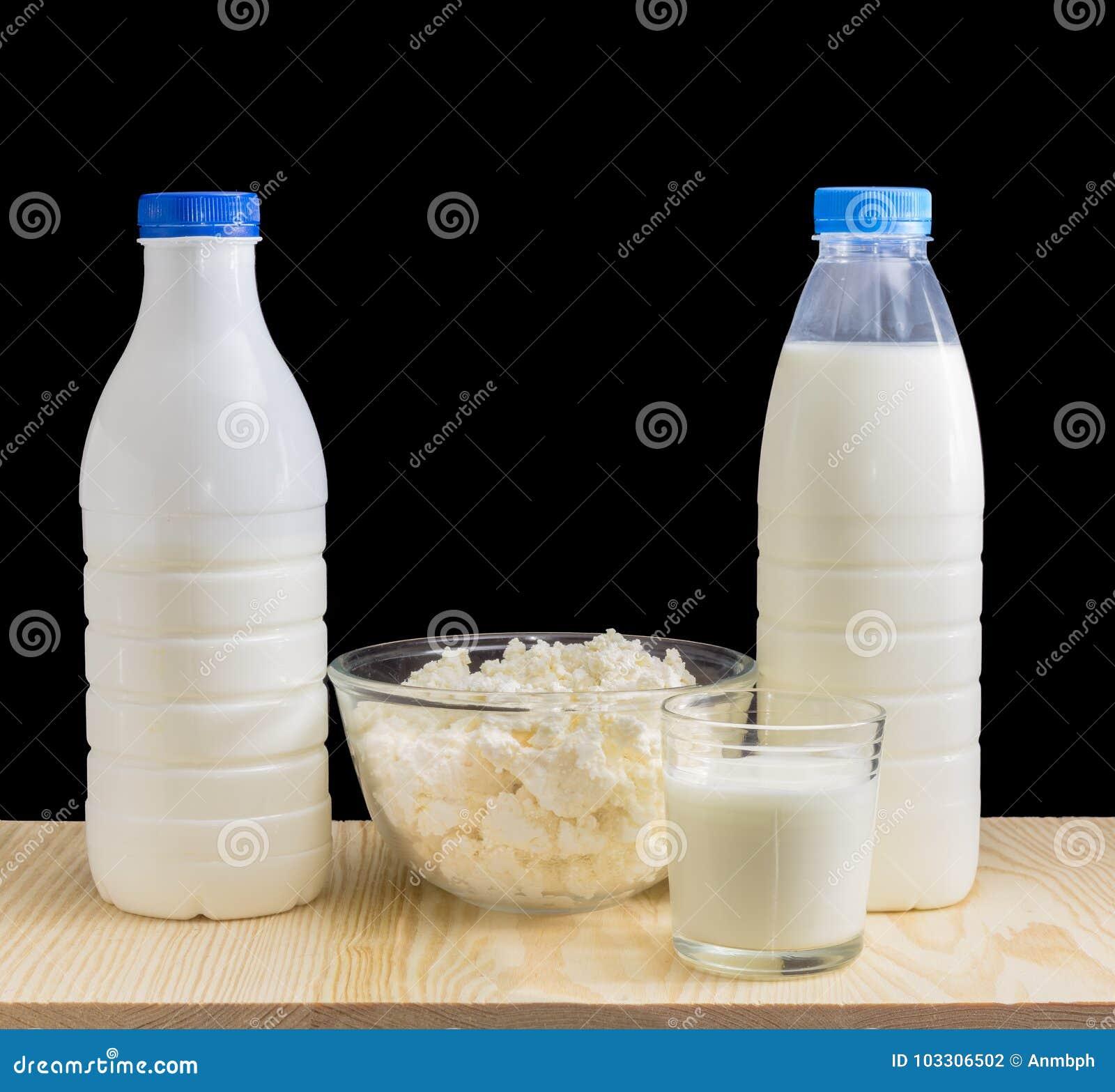 milch und milchprodukte auf einem schwarzen hintergrund