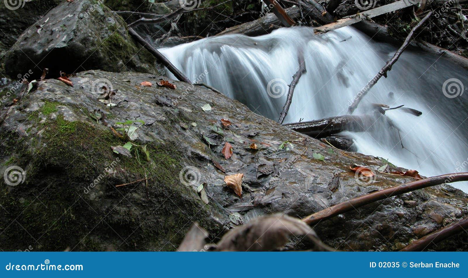 Milchiger Wasserfall 4