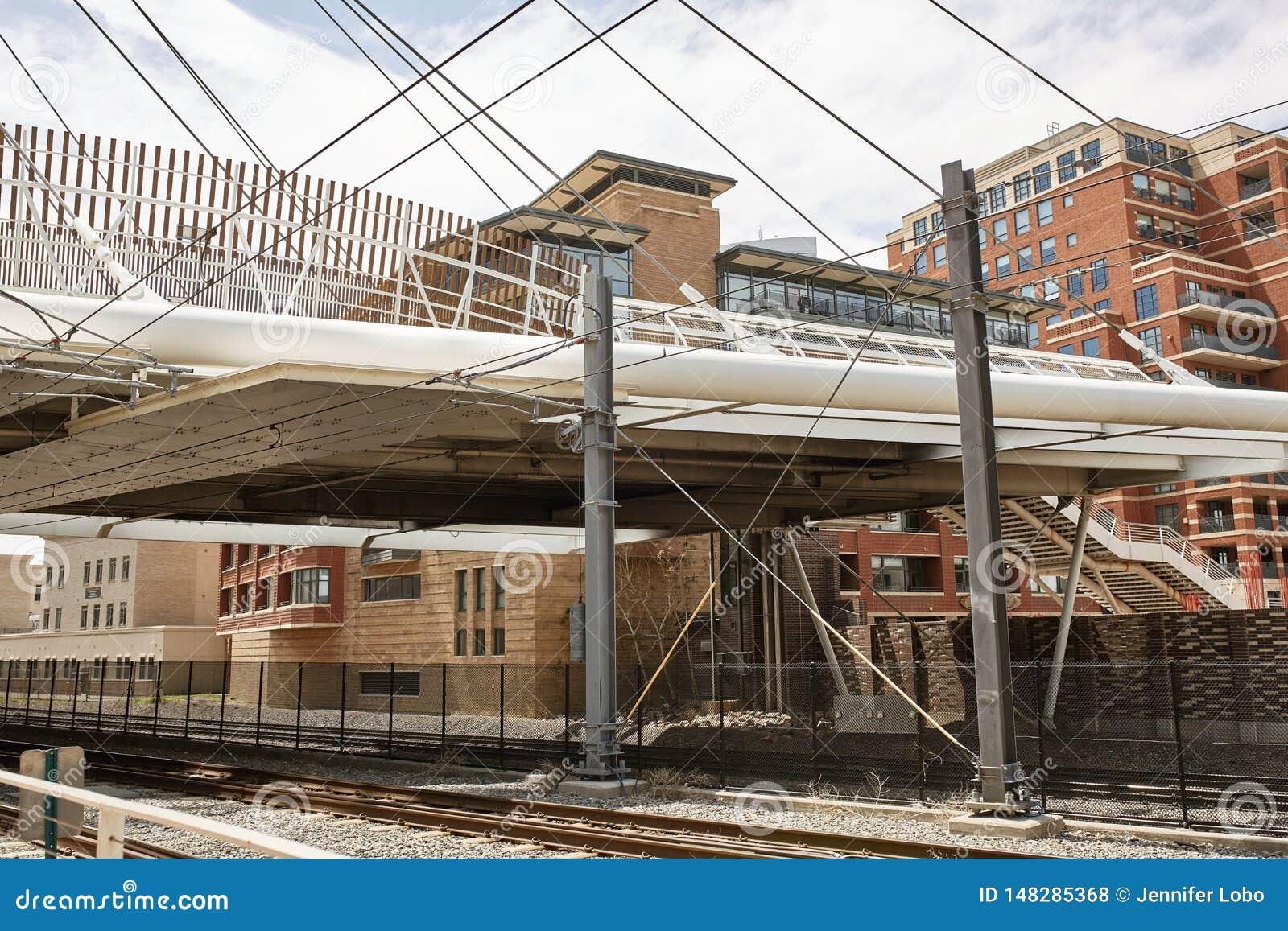 Milenium most przy b?onie parkiem w Denver, Kolorado