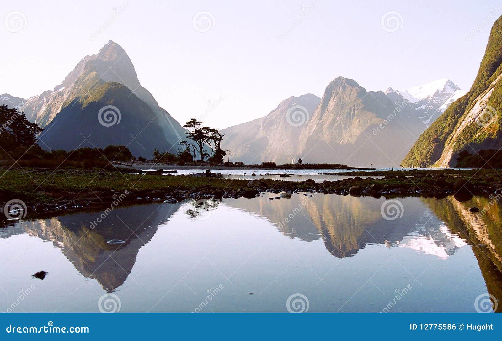 Milford Sound com reflexão