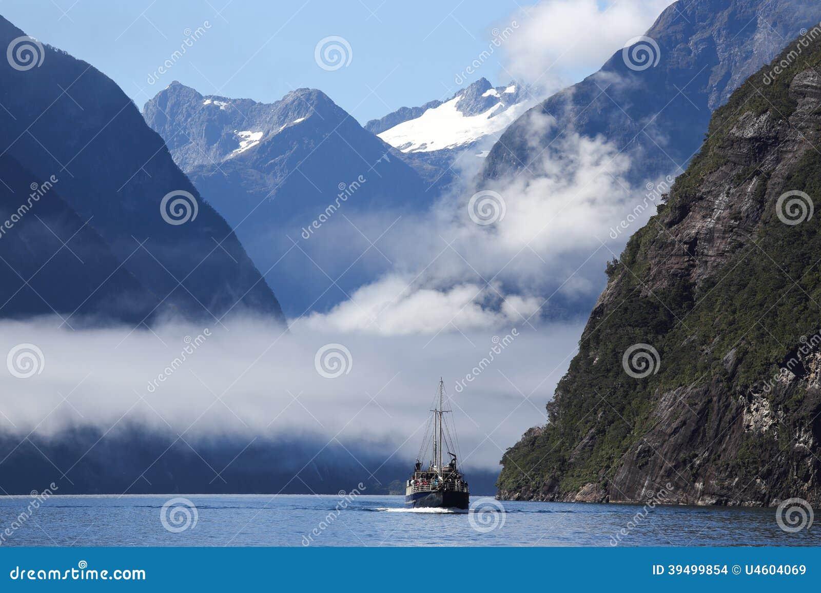 Milford Sound en el parque nacional de Fiordland en Nueva Zelanda