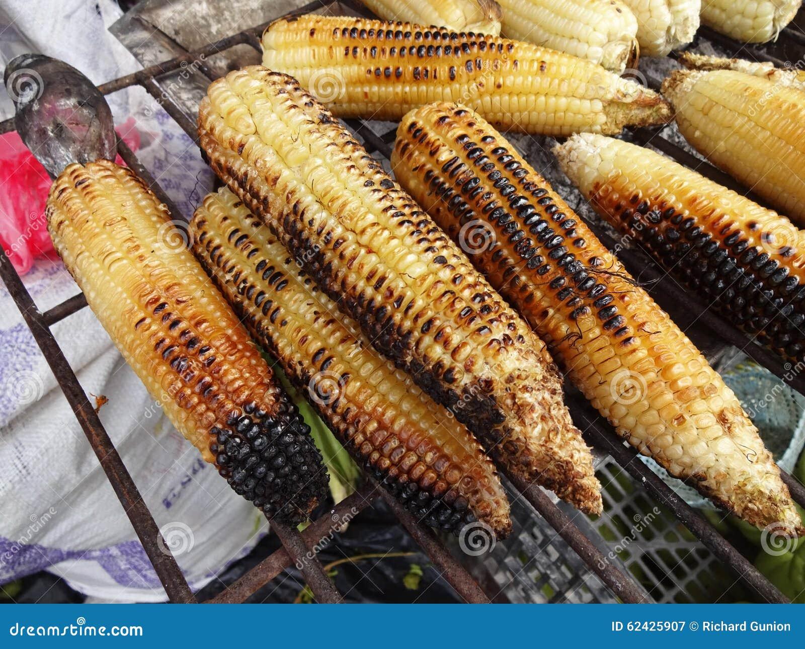 Milho grelhado no mercado em México