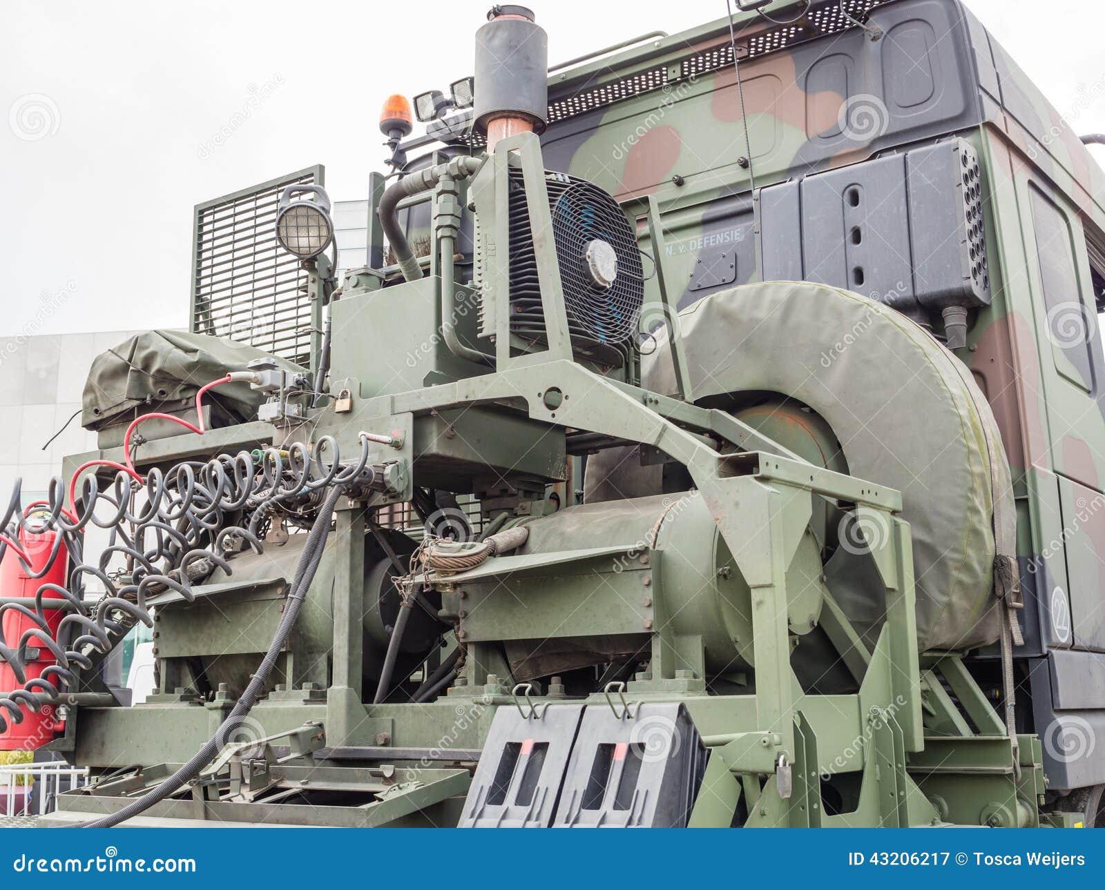Download Militär bärgningsbil redaktionell arkivbild. Bild av hjul - 43206217