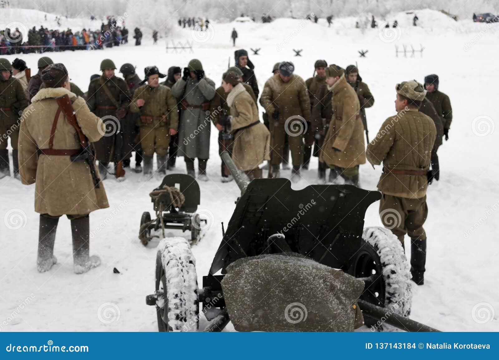 Militär-historische Rekonstruktion 'der Durchbruch der Blockade von Leningrad im Bereich des Nevskaya Dubrovka 'war gehaltenes i
